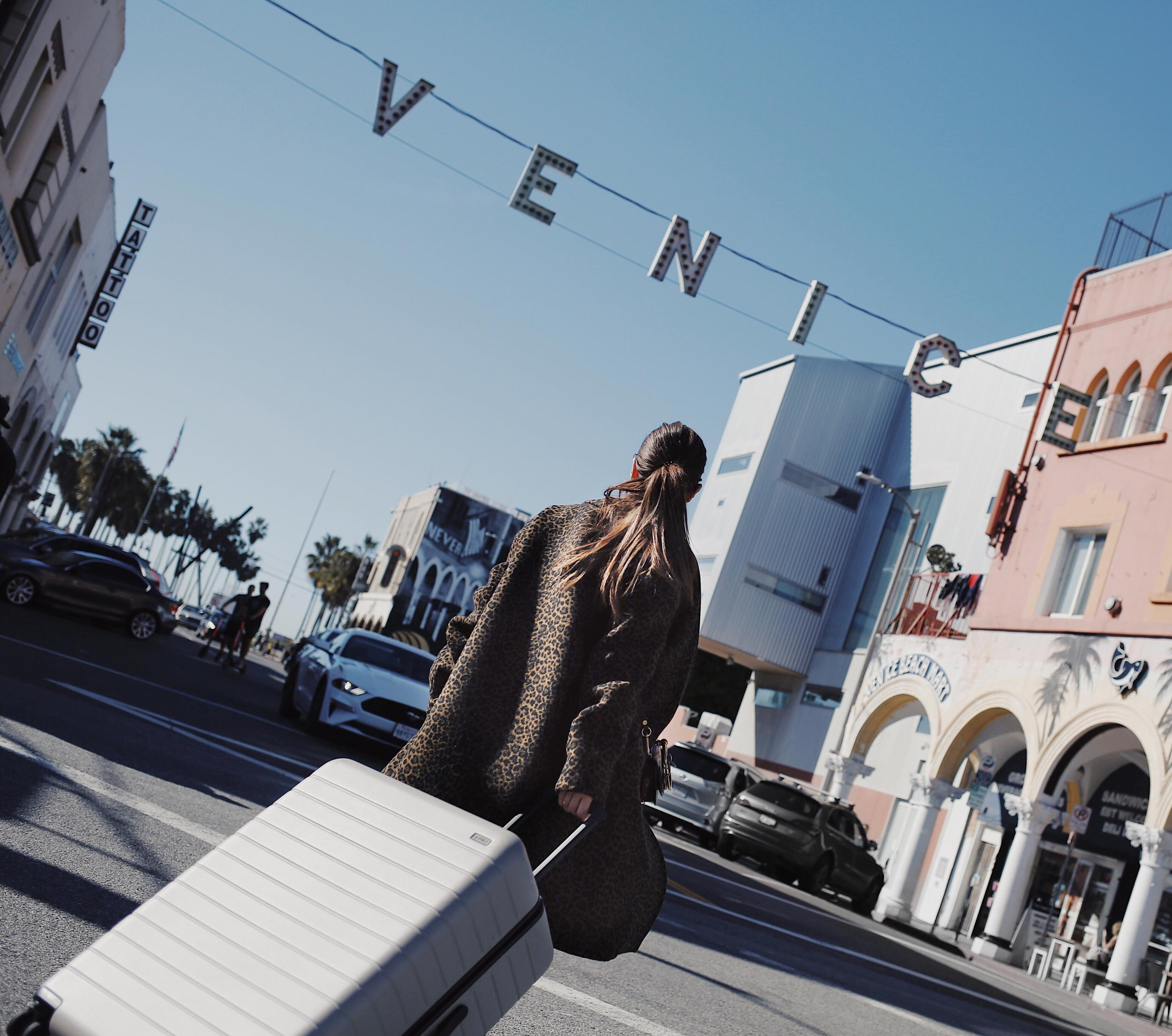 Venice french expat Julia Comil: French expat and fashion blogger in Los Angeles shares her French Girls Guide To Los Angeles