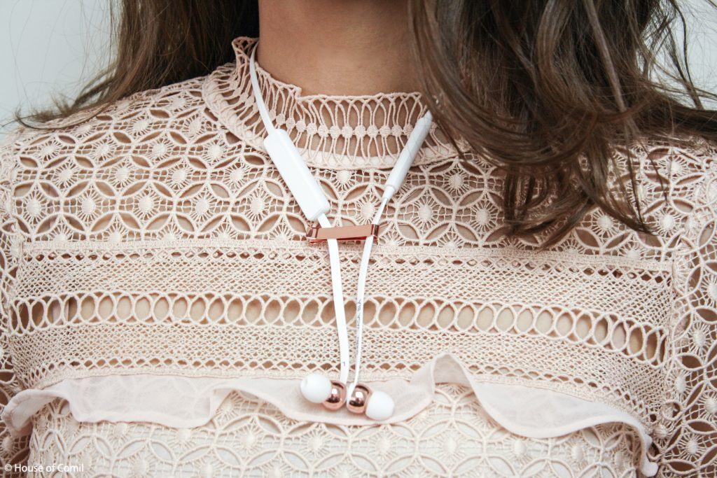 Sudio Sweden Earphones + sudio + sweden + vasa + bla + white + rose + gold + zara + Lace + Top + Nude + Pink + 4437 + 248 + Los Angeles + Lablogger + style + blogger + fashion + inspiration + house of comil + lifestyle + houseofcomil + French + la blogger + earphones + design