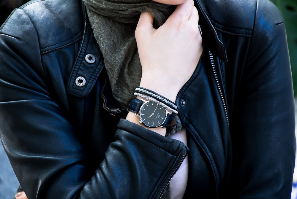 Review of Welly Merck: the first unisex minimal watch with a sapphire glass crystal. Comparison with Cluse and Daniel Wellington. Click to read more about or pin to save for later.