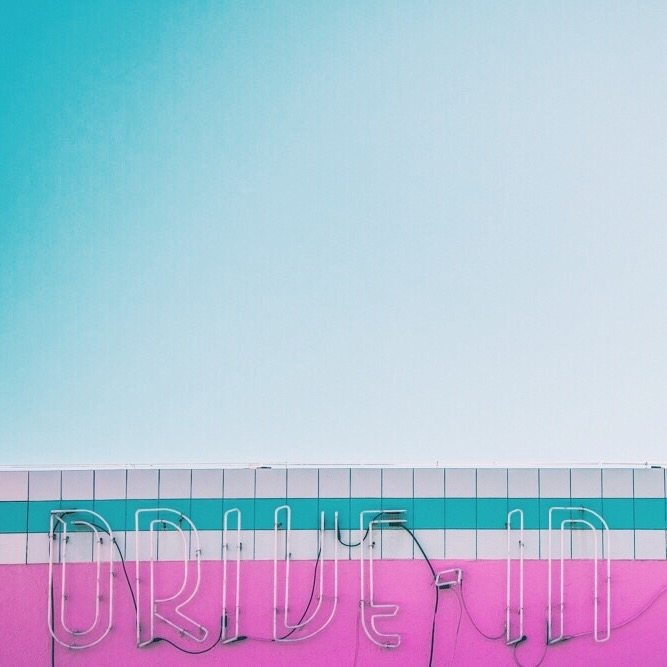 California Dreaming mural - Pink and Blue hues: Inspirations from Los Angeles - More on Houseofcomil.com