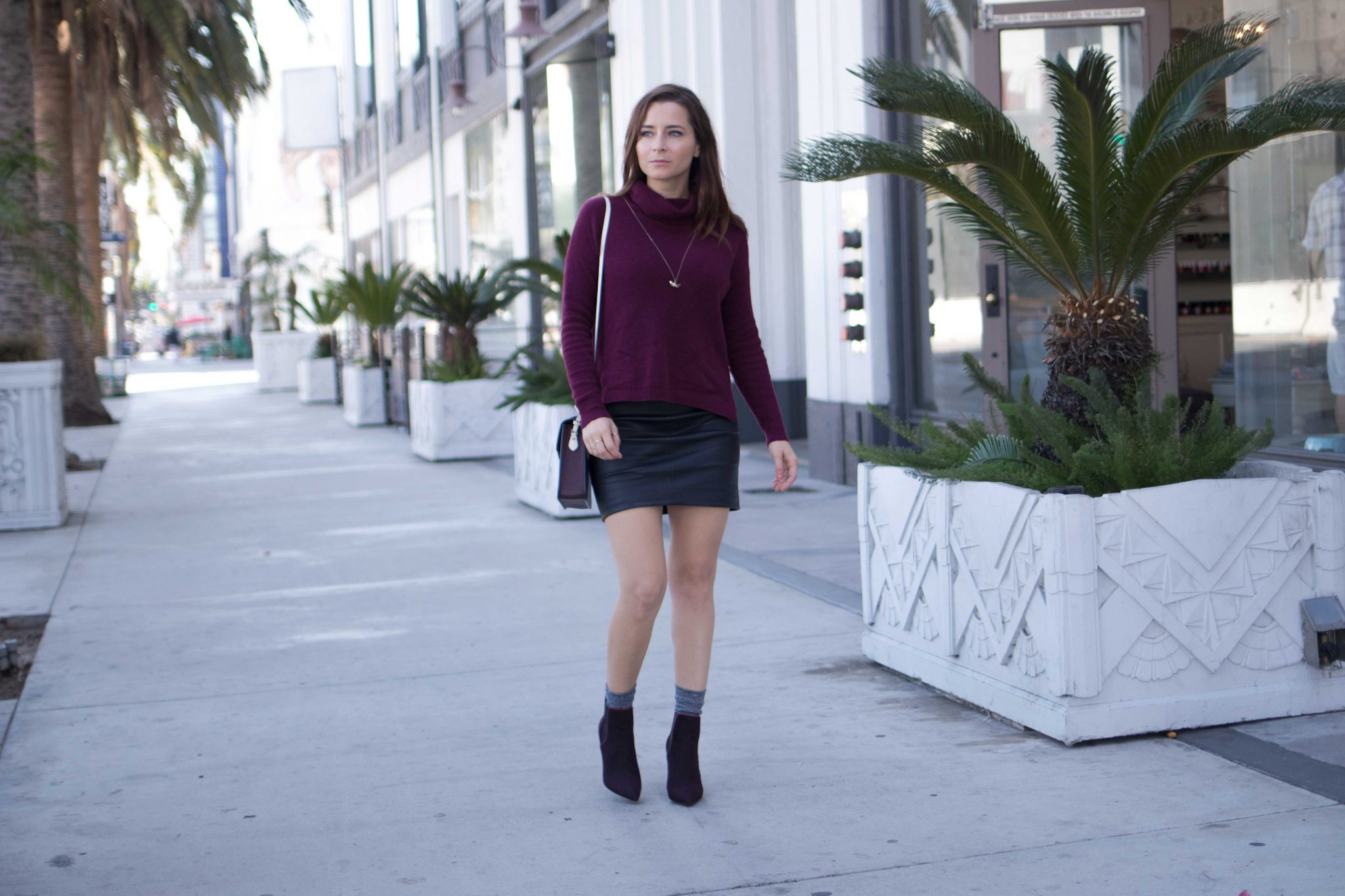 Best burgundy accessories Burgundy Handbags and Burgundy Shoes Fall winter 2017. Read more on Houseofcomil.com and discover the designers Strathberry and Erin Adamson Luxury Shoes