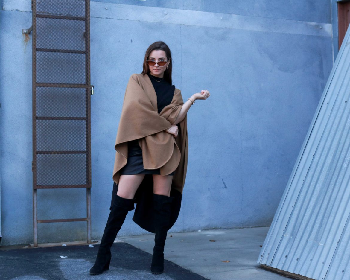 Donni Beige Cape: Swap your beige coat for a beige cape - Donni Shop Review and Donni Coupon Code. House of Comil is a Fashion and Lifestyle blog edited by Julia Comil, A French Fashion Blogger in Los Angeles