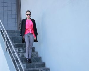 How to style the oversized blazer? 3 outfit ideas with the long black blazer for Womens from DSTLD. Get 20% off at DSTLD - more info on House of Comil - Fashion style blog by the French Fashion Blogger Julia Comil based in Los Angeles
