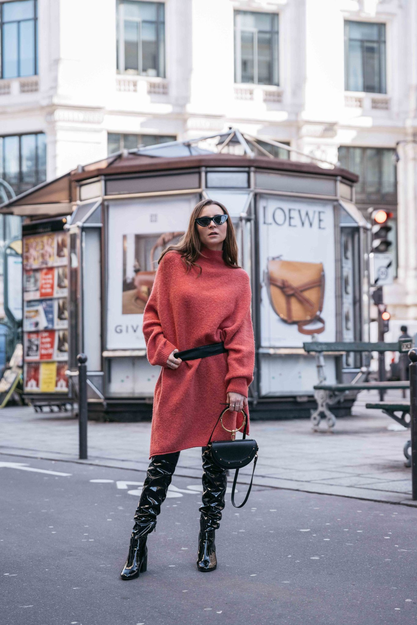 Best Street Style Paris Fashion Week Mars 2018 of Julia Comil / French Fashion Blogger in Los Angeles - Outfit for Ingie Paris Paris Fall Winter 2018 2019 show - Suistudio Mint Teddy Coat -Orange sweater dress by American Vintage - Patent Over The Knee Boots