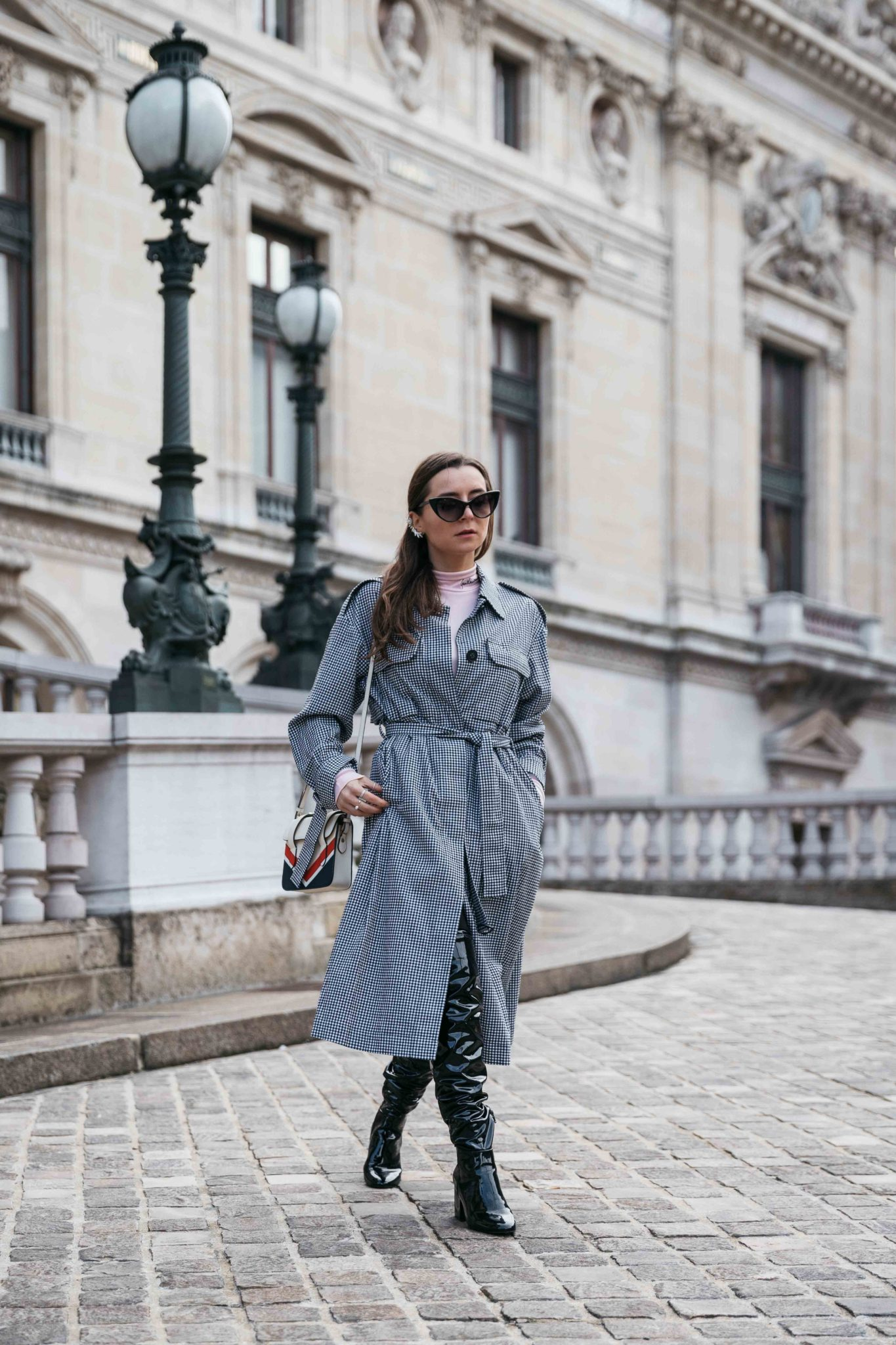 Best Street Style Paris Fashion Week Mars 2018 of Julia Comil / French Fashion Blogger in Los Angeles - Outfit for Leonard Paris Fall Winter 2018 2019 show - gingham spring coat by Mo&Co - Patent over the knee boots by Aldo - Strathberry bag - Shot in Paris Palais Garnier