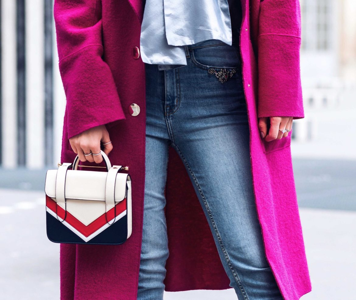Best Street Style Paris Fashion Week Mars 2018 of Julia Comil / French Fashion Blogger in Los Angeles - Outfit for John Galliano Fall Winter 2018 2019 show - Pink Tara Jarmon Coat and Blouse - Strathberry Bag - The Kooples Denim