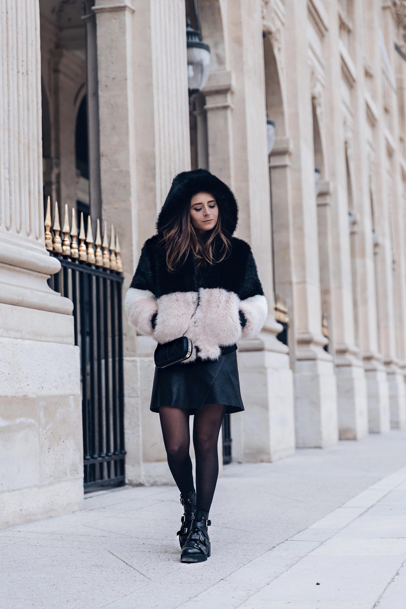 Best Street Style Paris Fashion Week Mars 2018 of Julia Comil / French Fashion Blogger in Los Angeles - Outfit for Victoria Tomas Fall Winter 2018 2019 show - Faux Fur Coat La Seine et Moi - Shoes Ash - Bag Lili Radu