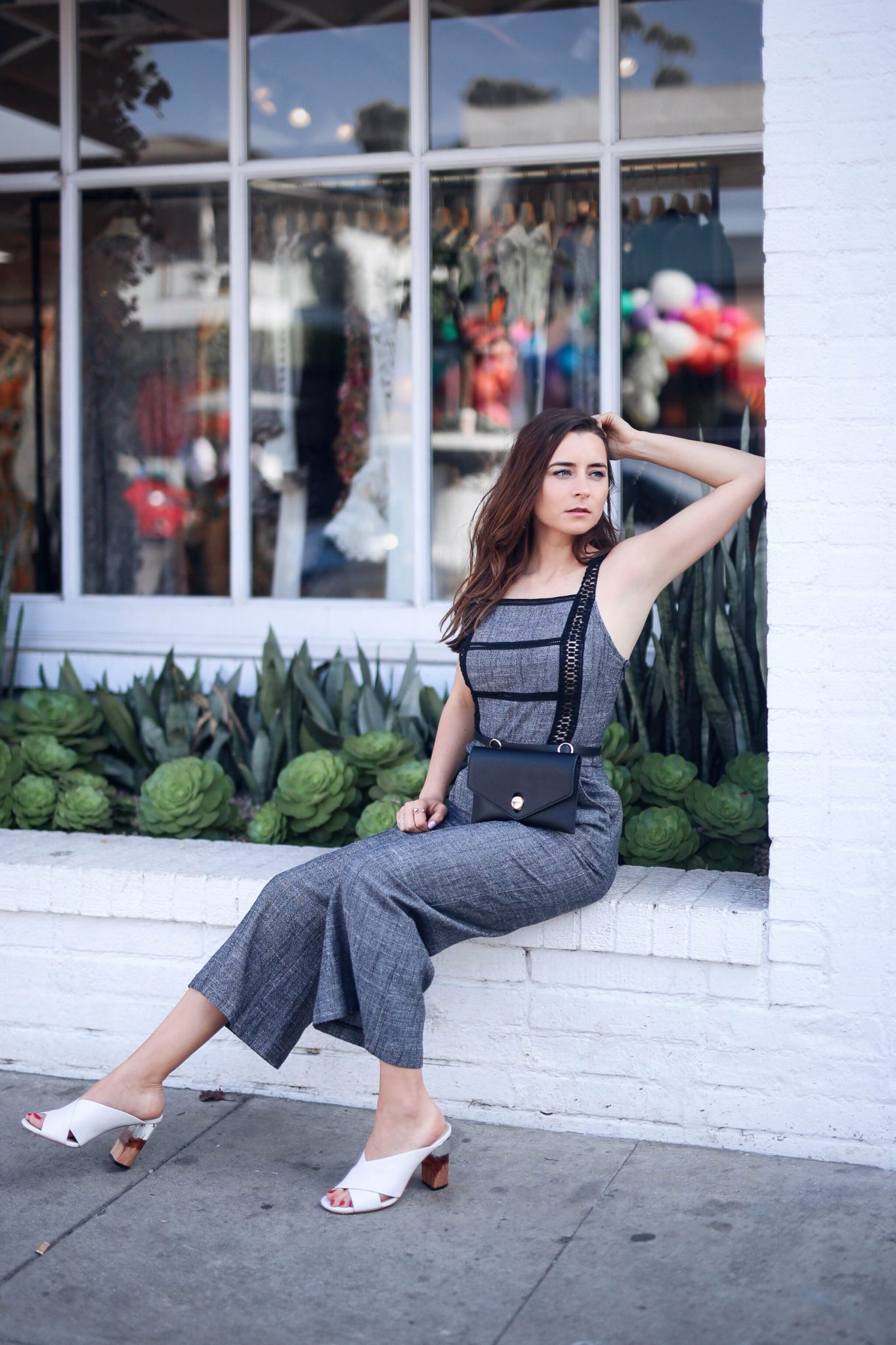 How to wear the belt bag: best belt bags, designer bum bags, fanny packs under $100 - Pin to read later on Houseofcomil.com. Jumpsuit by Moon River