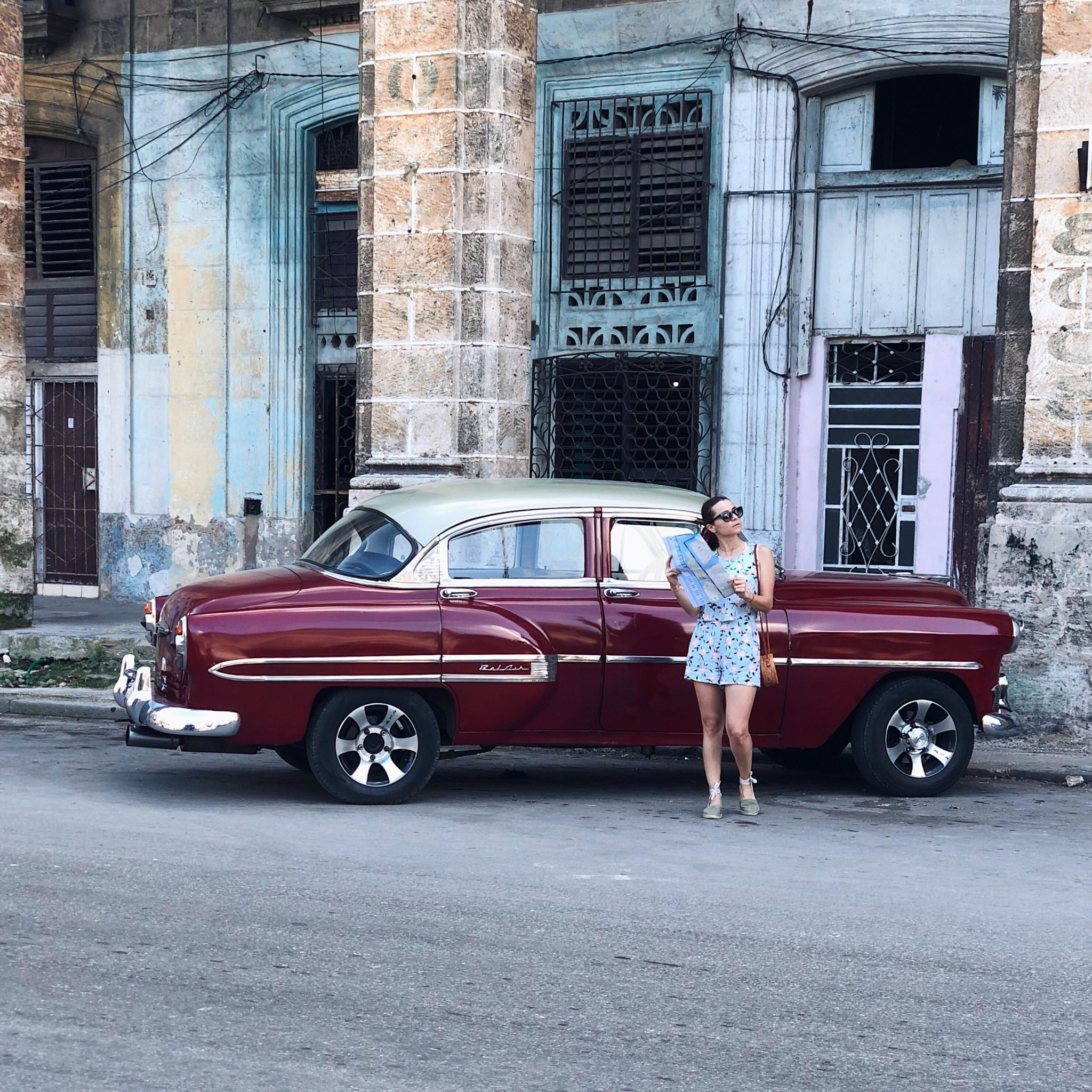 Los in old havana - fashion blogger julia comil - old car - best things to do in cuba