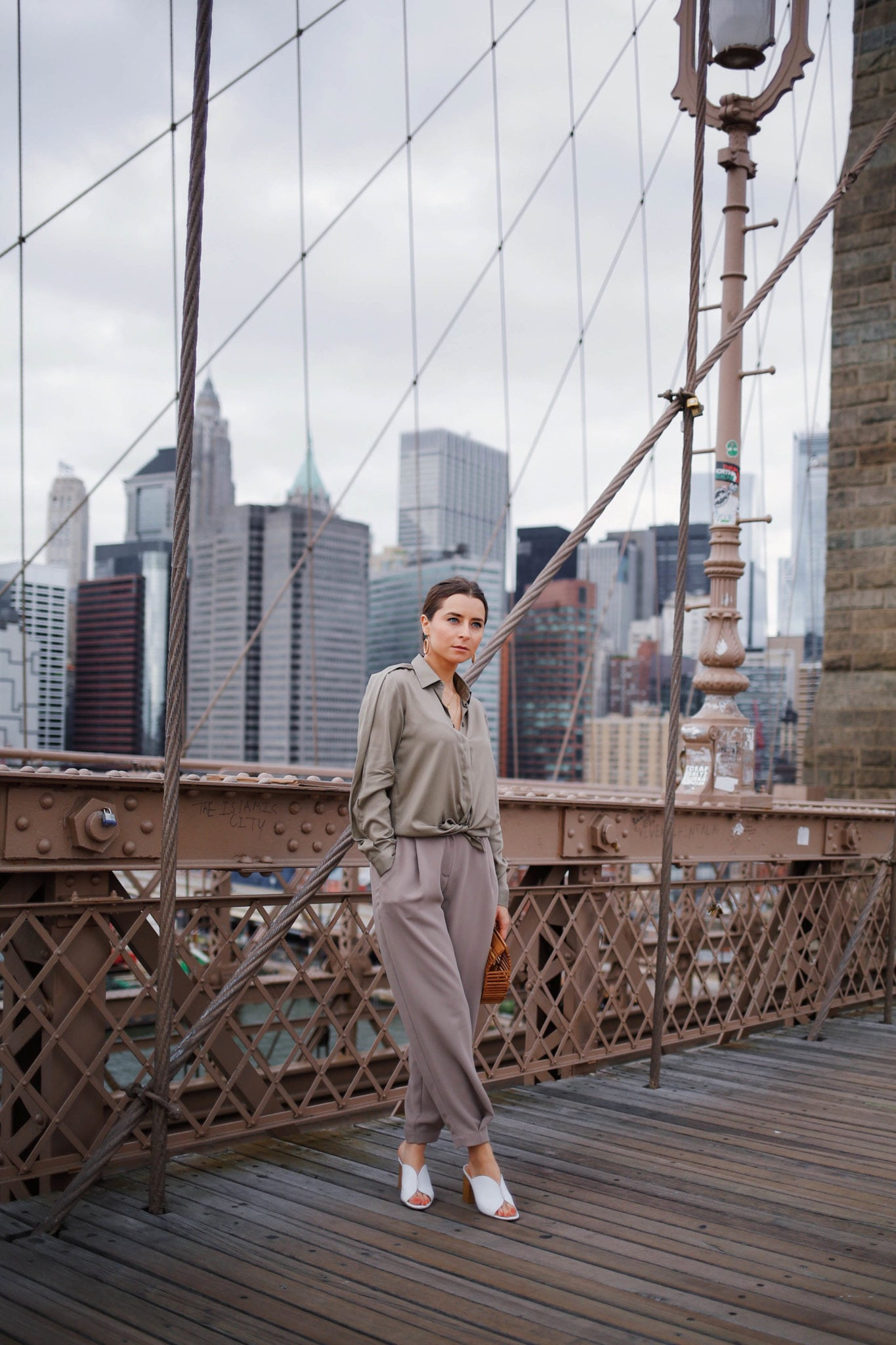 Bogdar Army Effortless Chic Outfit - Shot in New York - Brooklyn Bridge - Featuring Fashion Blogger Julia Comil