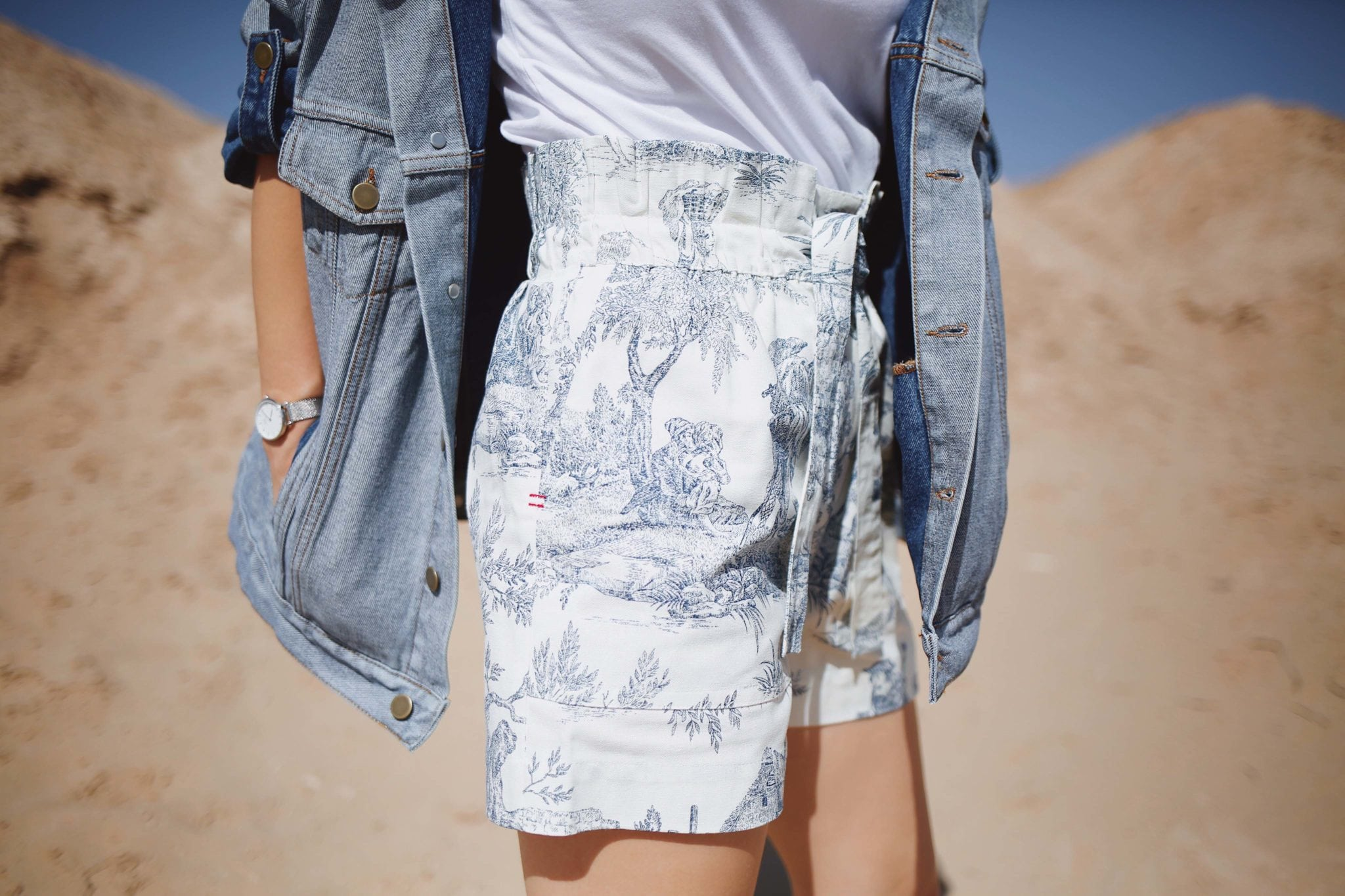 High Waisted Shorts Trap Jouy Bleu by Les Expatries, a Parisian Label worn by Julia Comil French Fashion Blogger in Los Angeles - French style