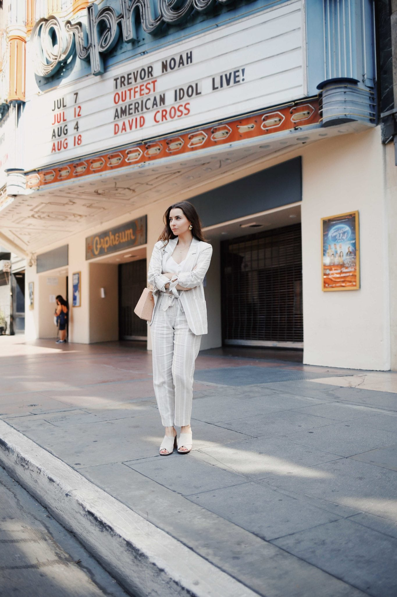 How to style linen - The linen suits for work and the bardot dress from River Island. Summer style - Read this post for summer outfit ideas using linen fabric. More on modersvp.com