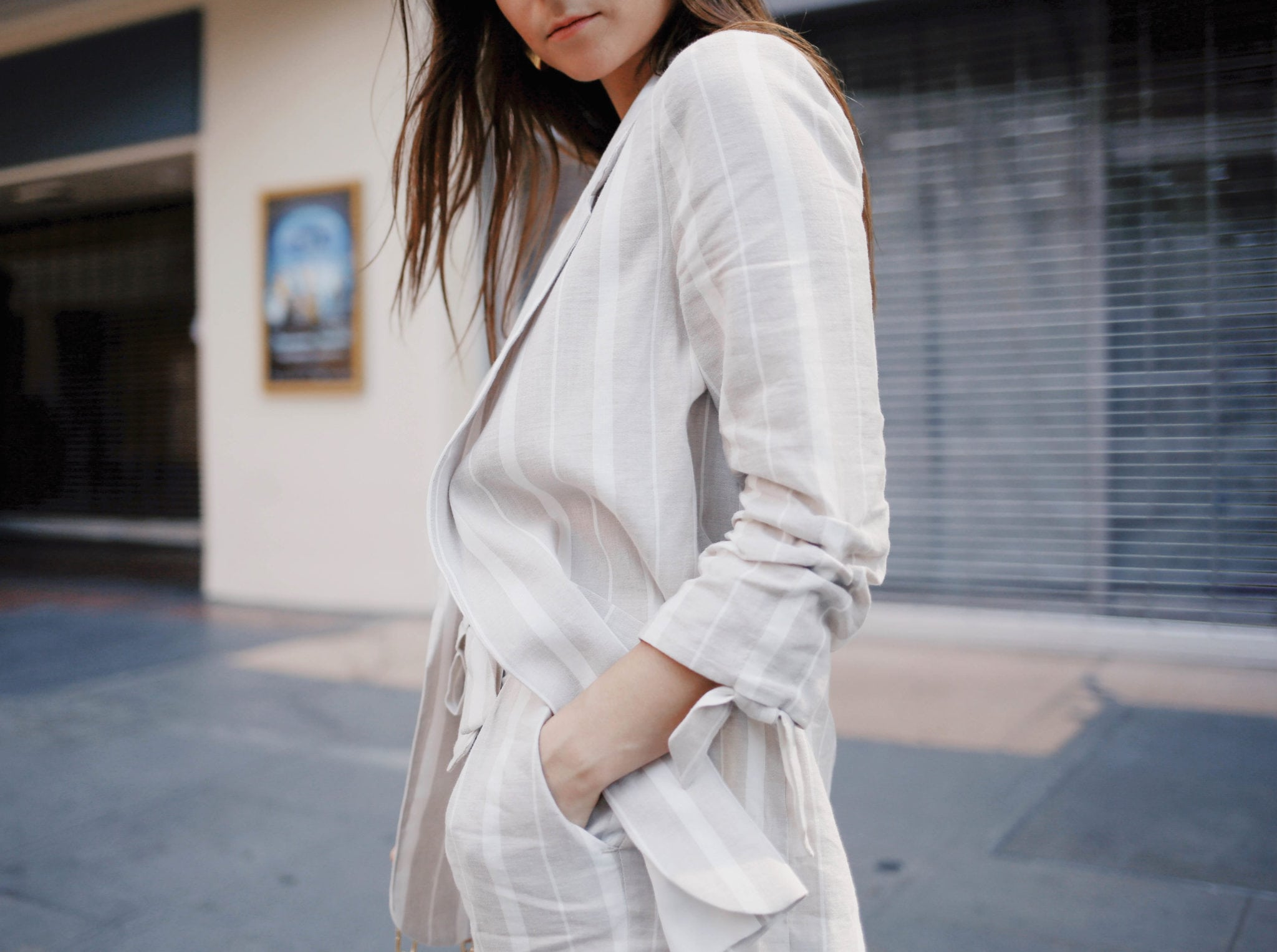 How to style linen - The linen suit for women and the bardot dress from River Island. Summer style - Read this post for summer outfit ideas using linen fabric. More on modersvp.com