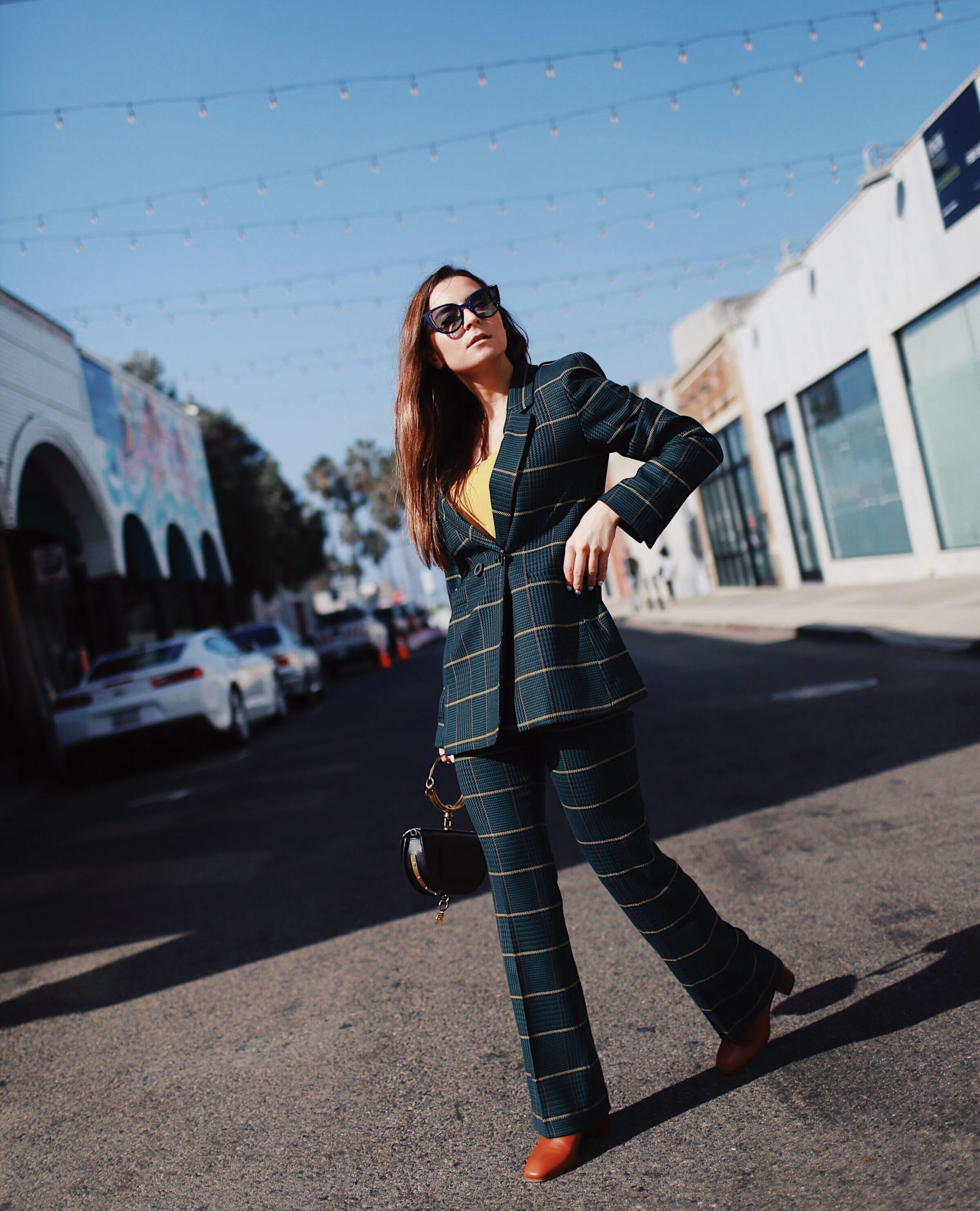 The plaid blazer: Fall must-have piece to wear on repeat. Wearing a plaid blazer by Anine Bing - Fall 2018. More on Houseofcomil.com. Blog by @juliacomil French fashion blogger