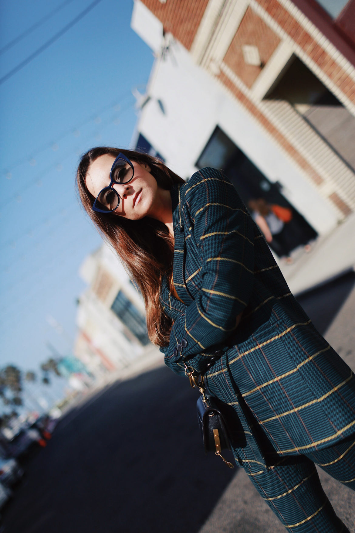 Power suiting with Anine Bing plaid blazer - The plaid blazer to wear this fall. More on Houseofcomil.com. Blog by @juliacomil French fashion blogger