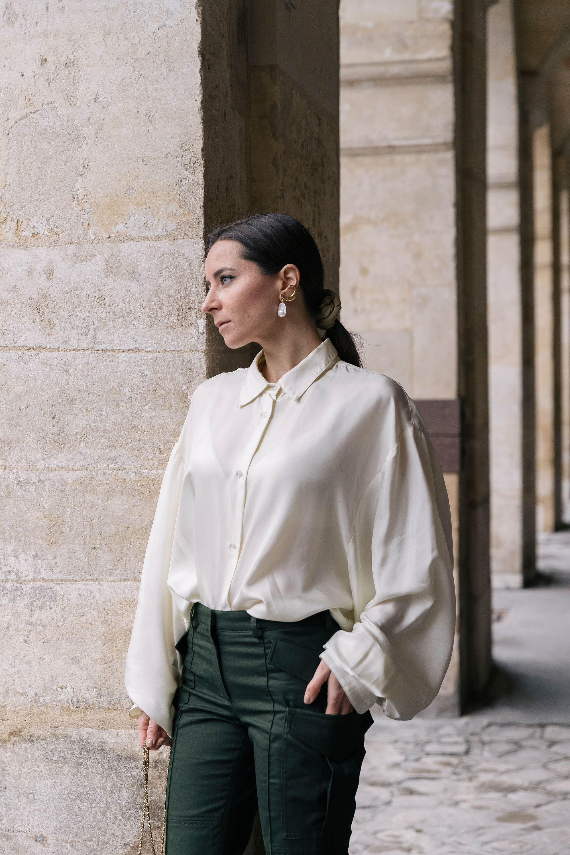 How to style the cargo pants for a business meeting - Julia Comil interviewed by Farfetch - Cargo pants by Rokh - cropped trousers rokh