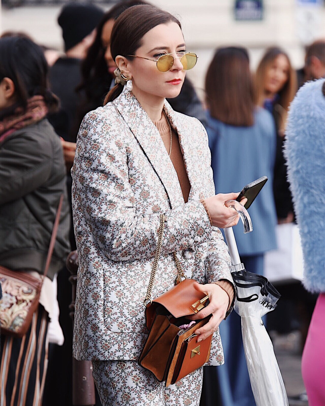 Best Street Style Paris Fashion Week Mars 2019 Julia Comil / French Fashion Blogger in Los Angeles Outfit for PFW Fall Winter 2019 show - sezane suit, sunglasses Alhem, earrings Chloe via Farfetch, givanchy GV3 small bag