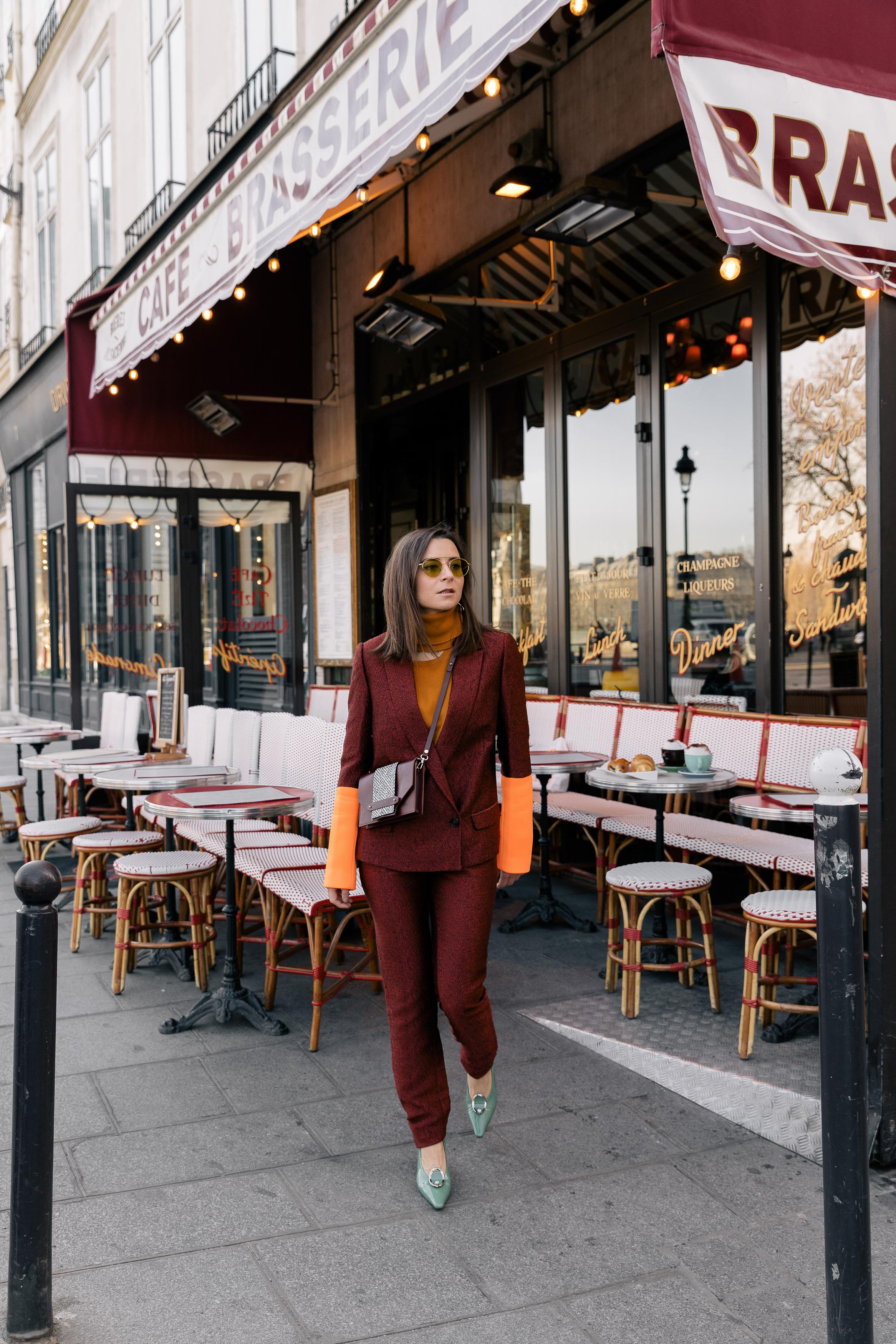 Best Street Style Paris Fashion Week Mars 2019 Julia Comil / French Fashion Blogger in Los Angeles Outfit for PFW Fall Winter 2019 show - Suit Chalayan Studio, Bag Neko Neko Paris, shoes Yuul Yie, top, sunglasses alhem
