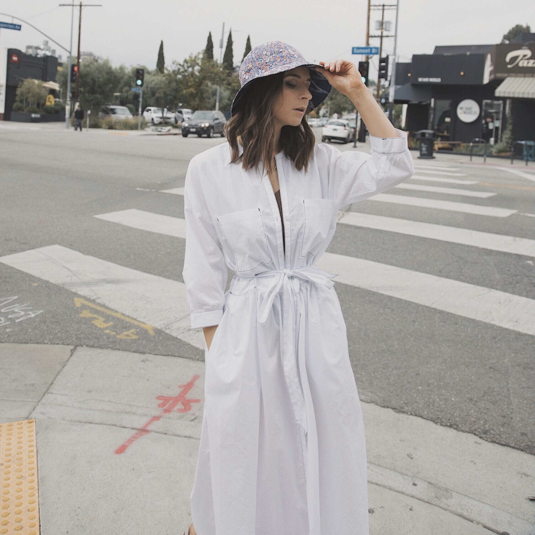 Summer hats 2019: Visor hat, bucket hat, ribbon straw hat, raw edge straw bar. Your summer essentials edited by Julia Comil French fashion blogger in Los Angeles