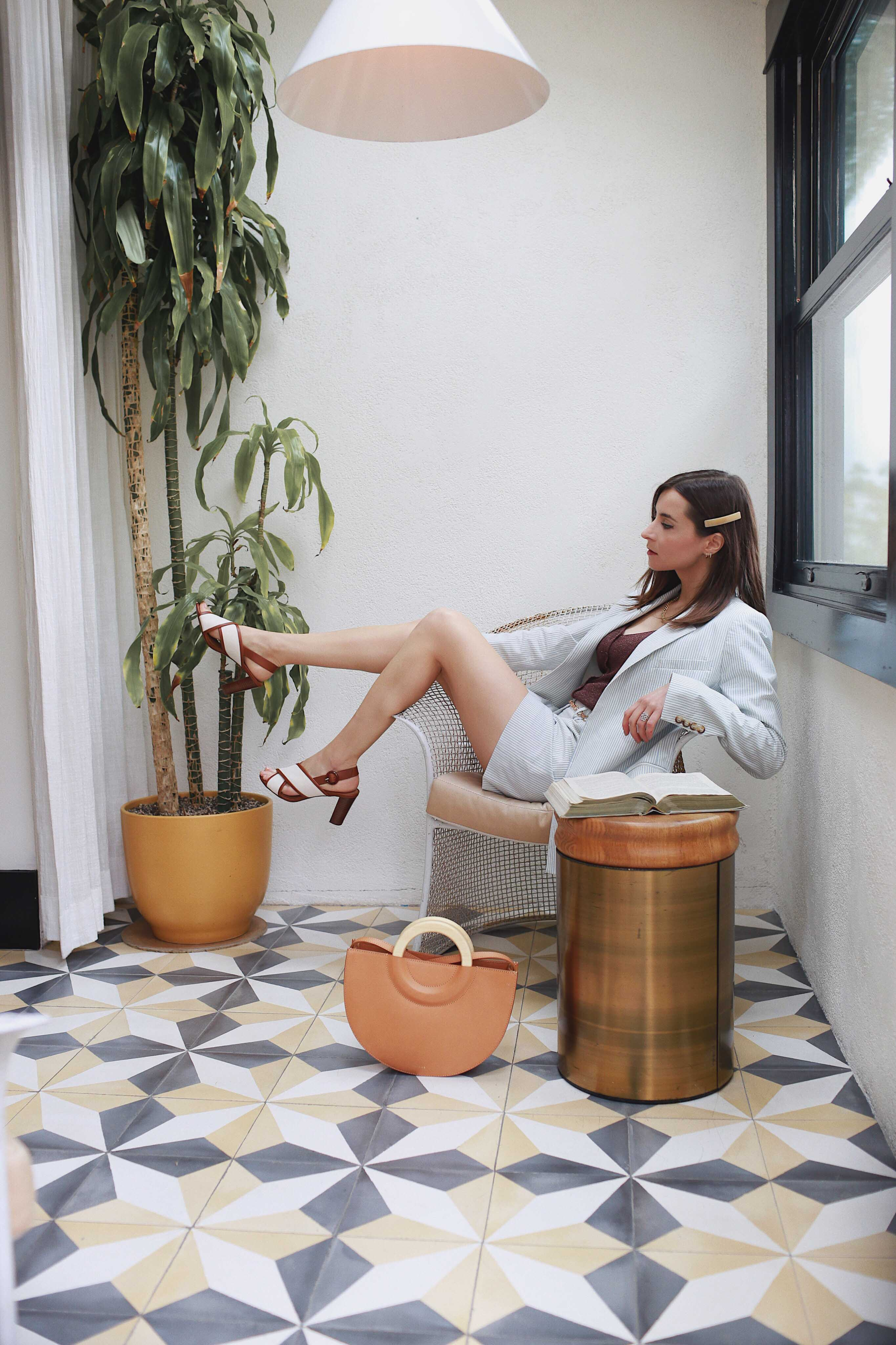 Discover the hidden gem Hotel Covell: a small luxury boutique hotel in Los Angeles. Parisian vibes and opulant rooms: Hotel Covell is a luxury independent hotel for short / long term stay. Wearing Sezane