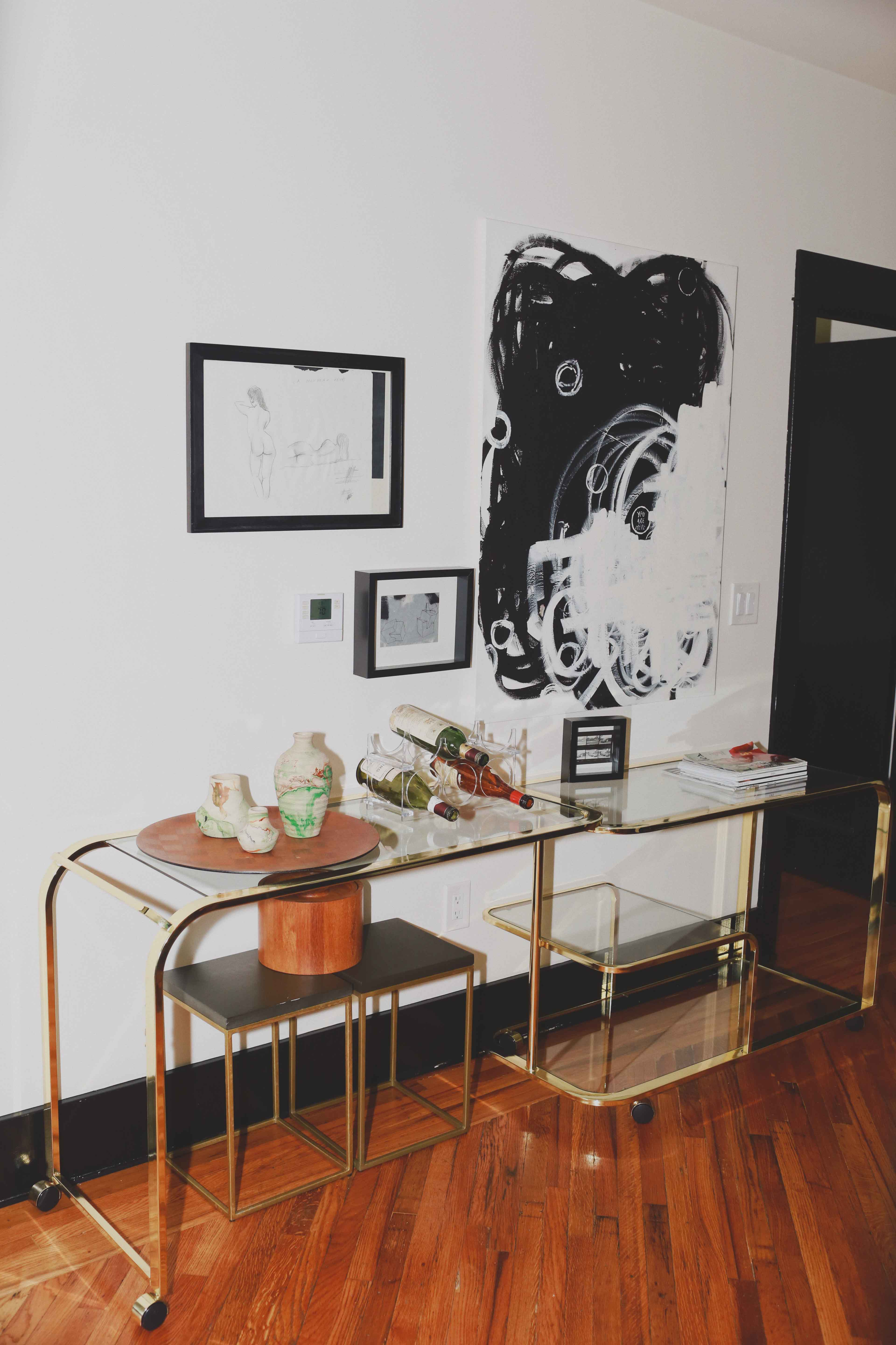 Discover the hidden gem Hotel Covell: a small luxury boutique hotel in Los Angeles. Parisian vibes and opulant rooms: Hotel Covell is a luxury independent hotel for short / long term stay. Review by French Fashion Blogger Julia Comil.