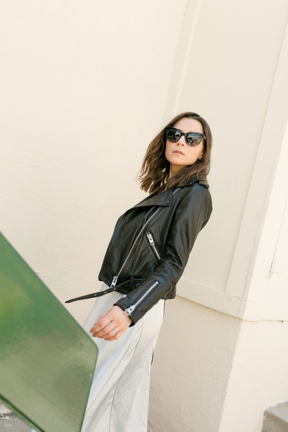 The perfect woman leather jacket ! The leather biker jacket is a French staple: timeless and effortless chic! Selection of the best premium leather jacket at an affordable price