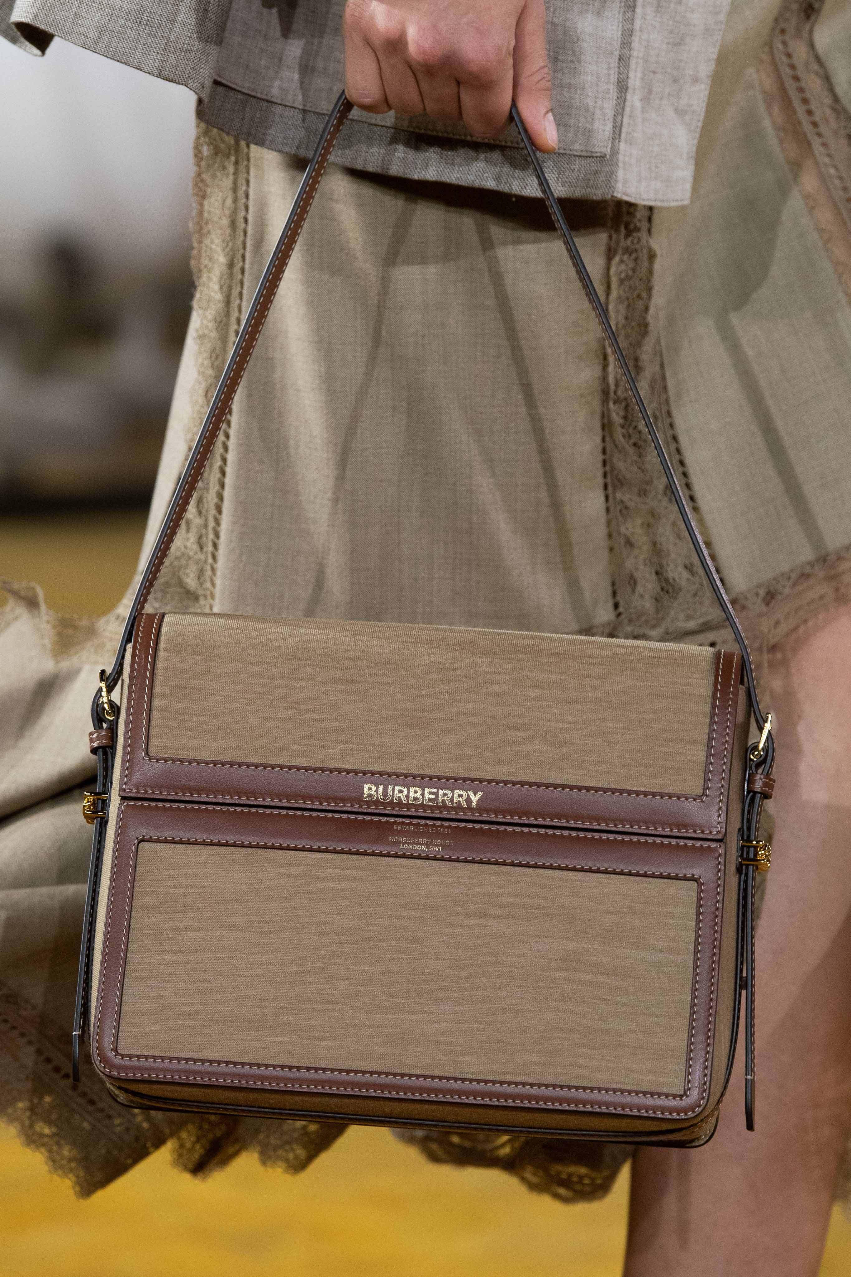 Burberry Spring Summer 2020 SS2020 trends runway coverage Ready To Wear Vogue bag