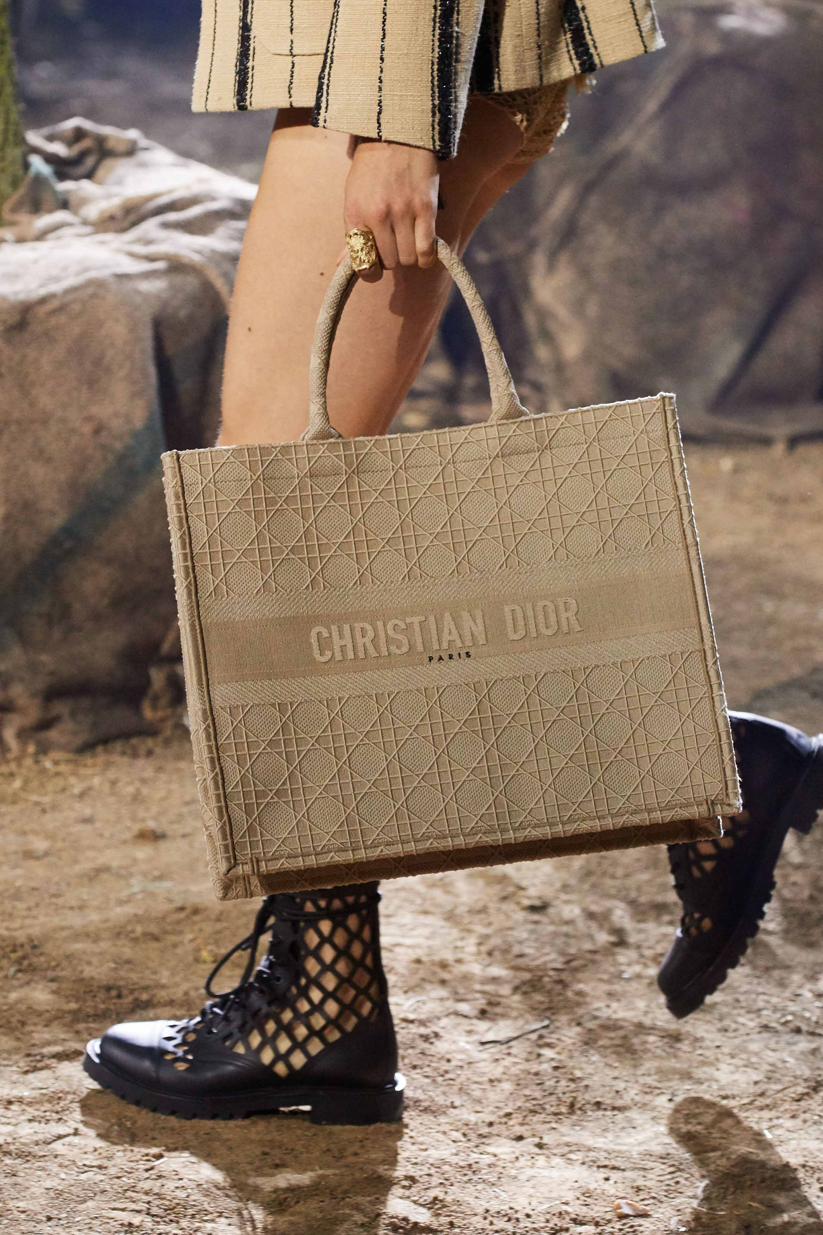 Christian Dior Spring Summer 2020 SS2020 trends runway coverage Ready To Wear Vogue details bag canvas