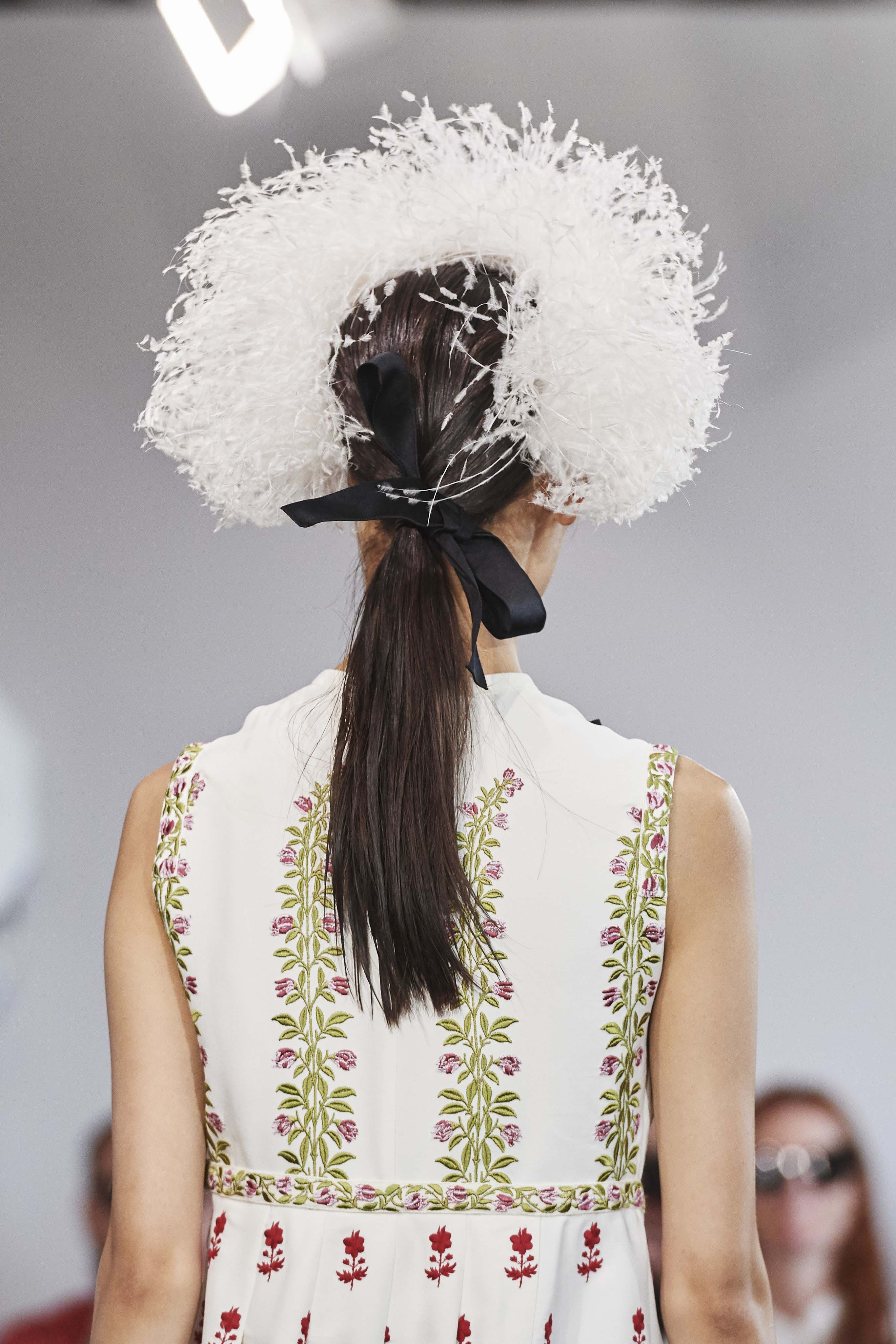 Giambattista Valli Spring Summer 2020 SS2020 trends runway coverage Ready To Wear Vogue hairstyle