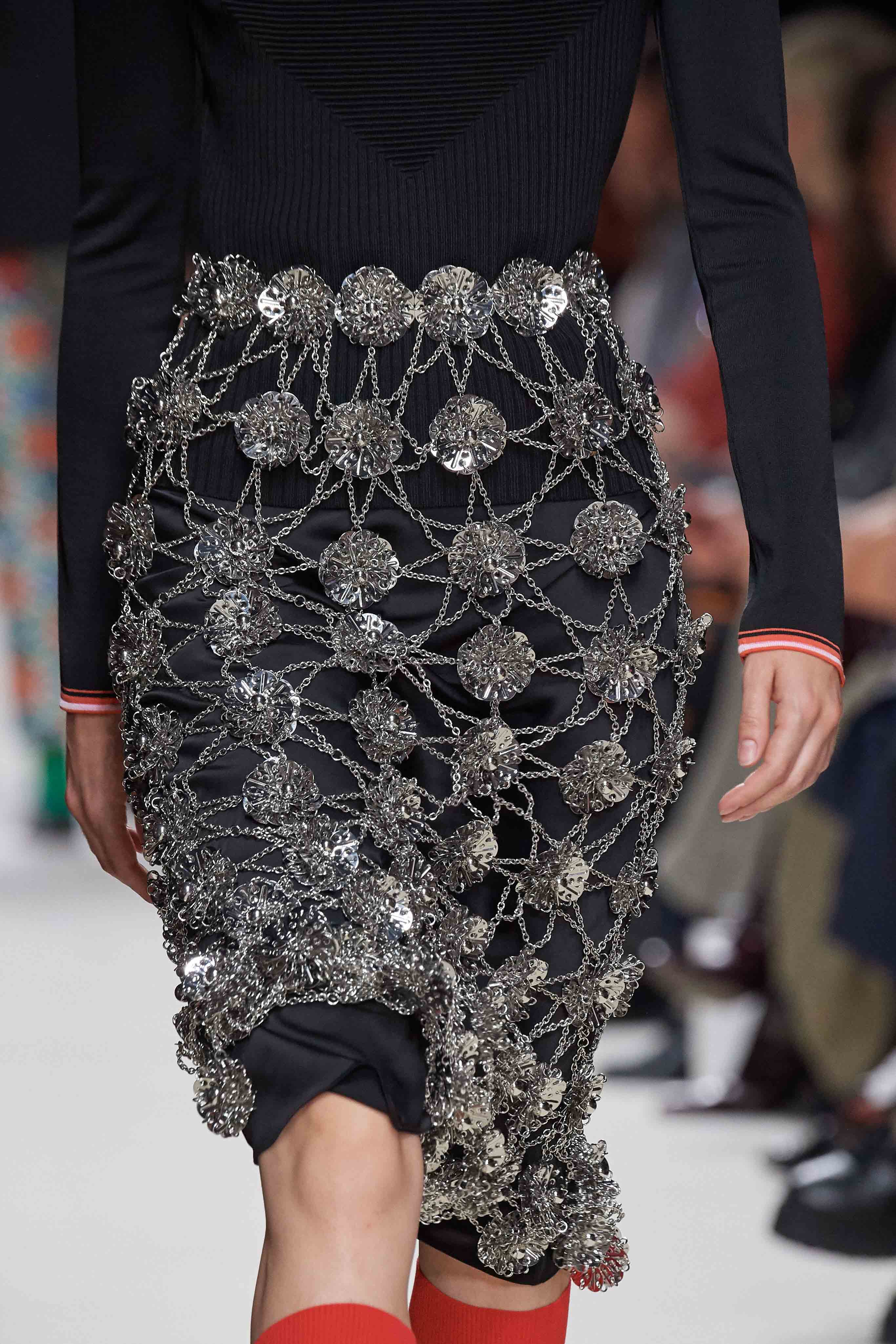 Paco Rabanne Spring Summer 2020 SS2020 trends runway coverage Ready To Wear Vogue details skirt