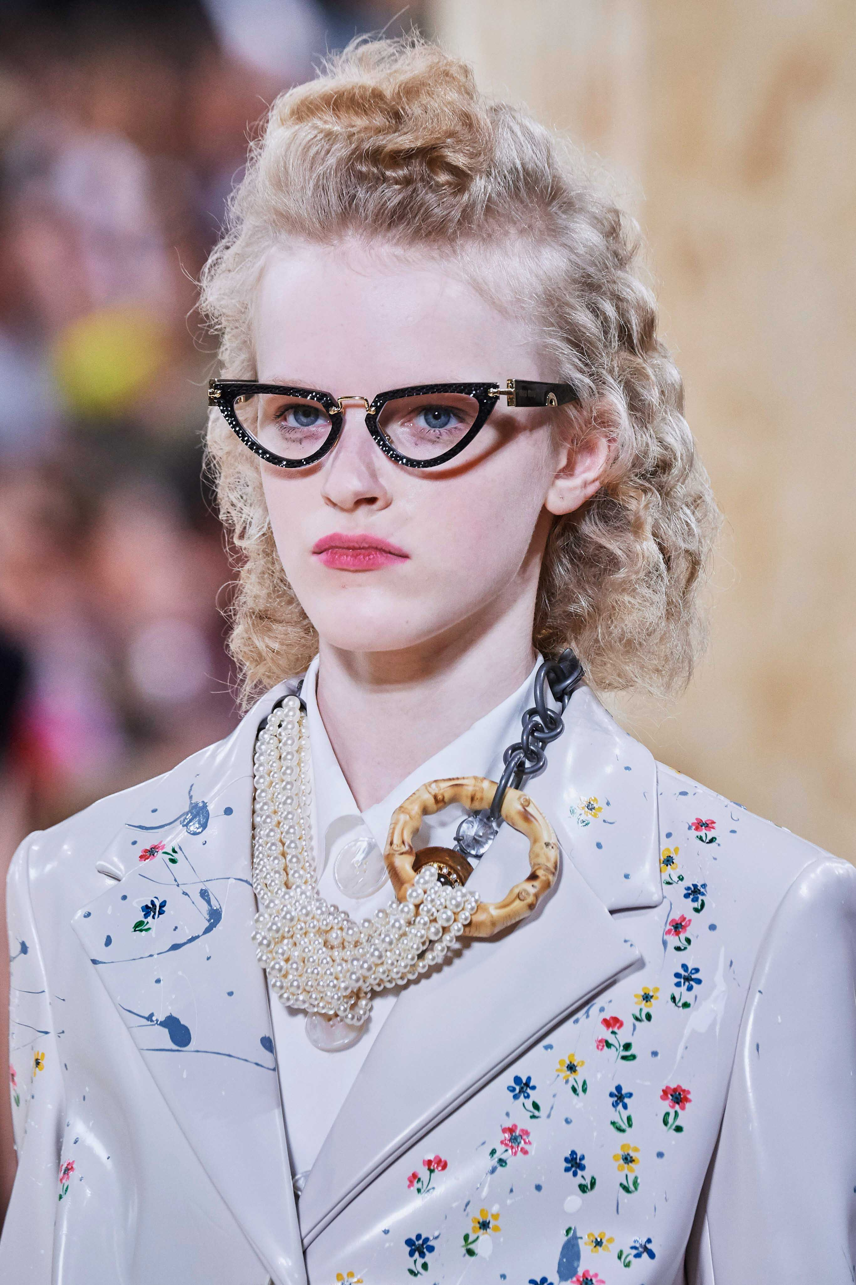 MiuMiu Spring Summer 2020 SS2020 trends runway coverage Ready To Wear Vogue collier bourgeoise