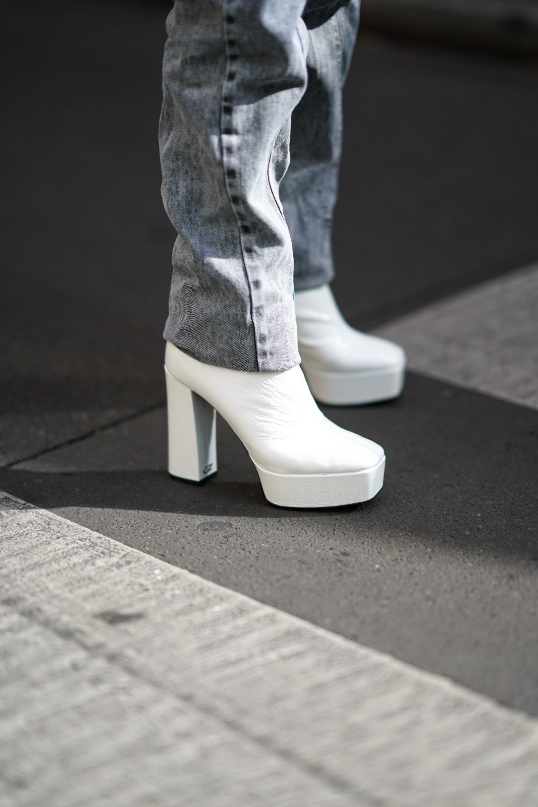 Best Fall Winter 2020 shoes and boots trends: western boots, combat boots, loose boots, animal print shoes, dad sneakers. Giuseppe Zanotti Platform Boots White