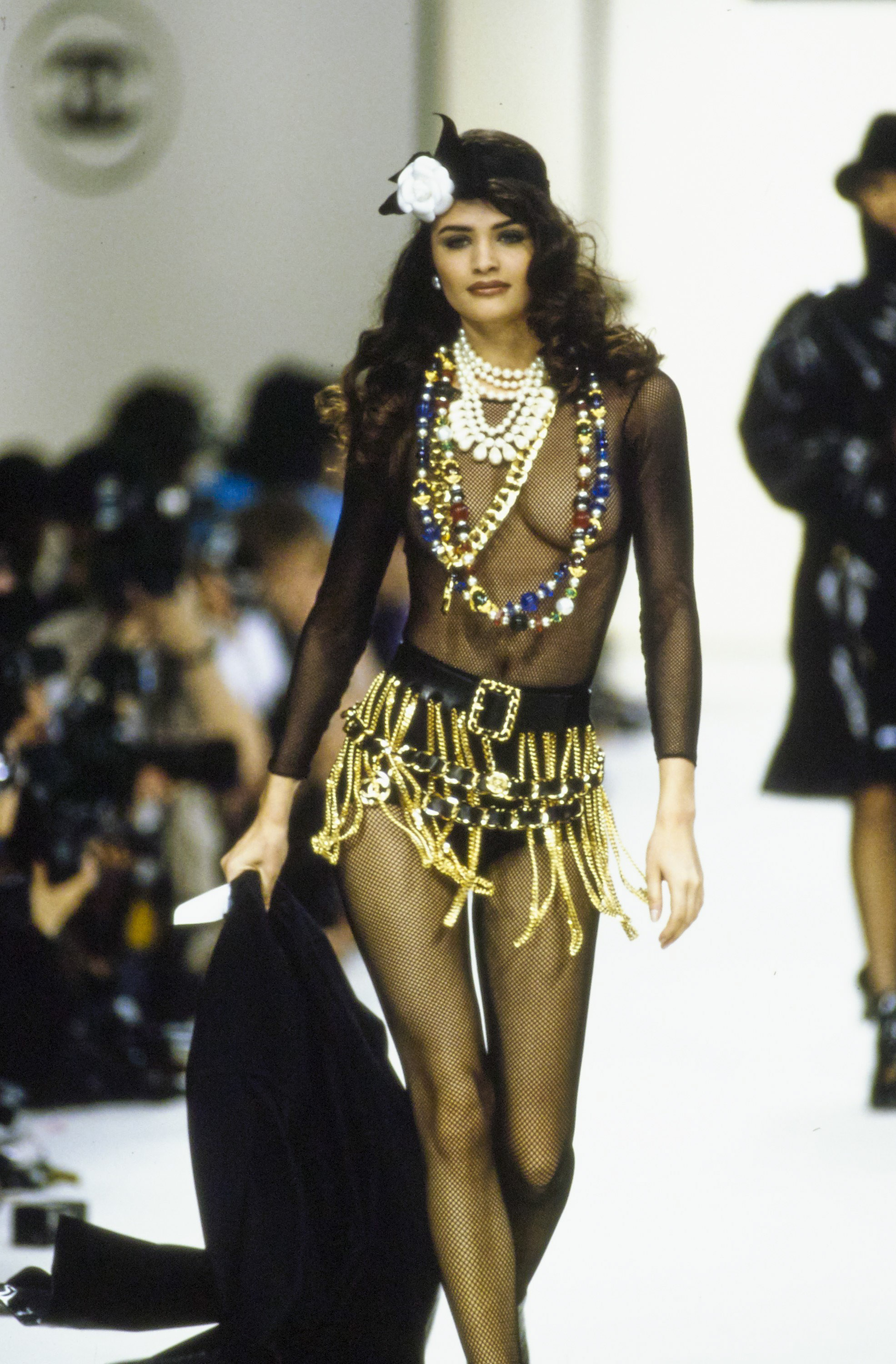 chanel in the '90s - chanel-fall-1991-ready-to-wear-CN10052939-helena-christensen