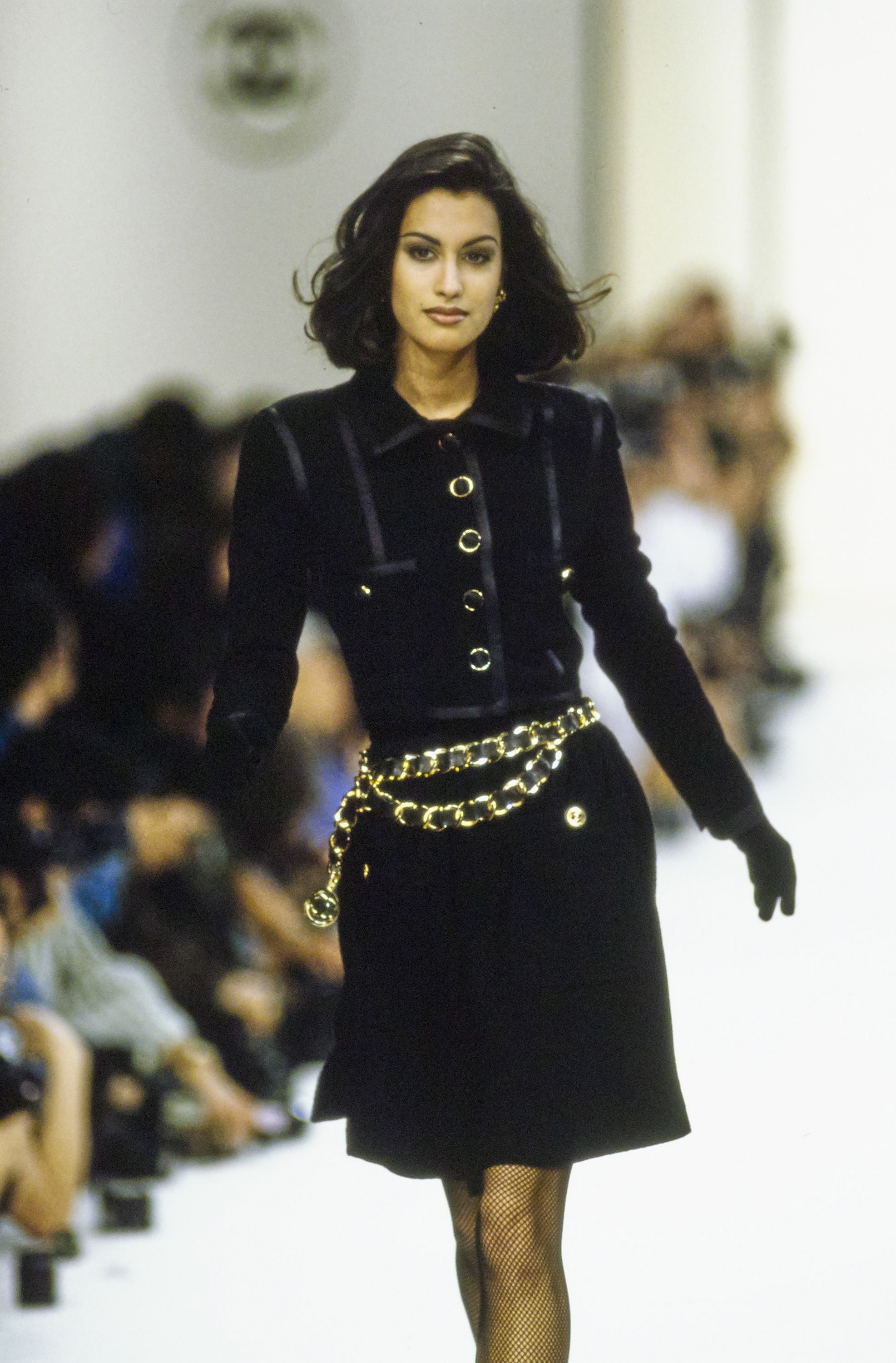 chanel in the '90s - chanel-fall-1991-ready-to-wear-CN10052945-yasmeen-ghauri
