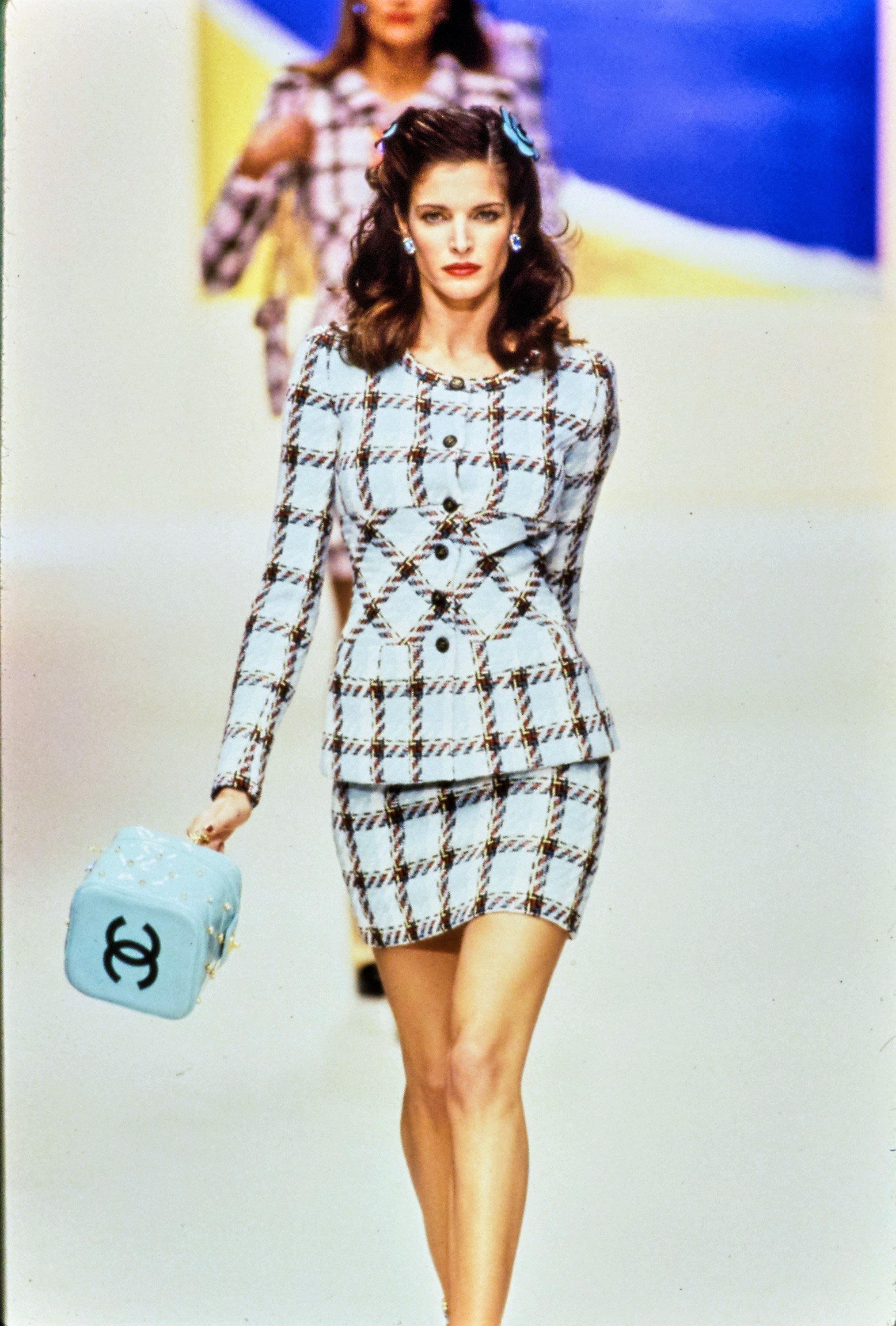 chanel in the 90's - chanel-spring-1995-ready-to-wear-CN10053222-stephanie-seymour