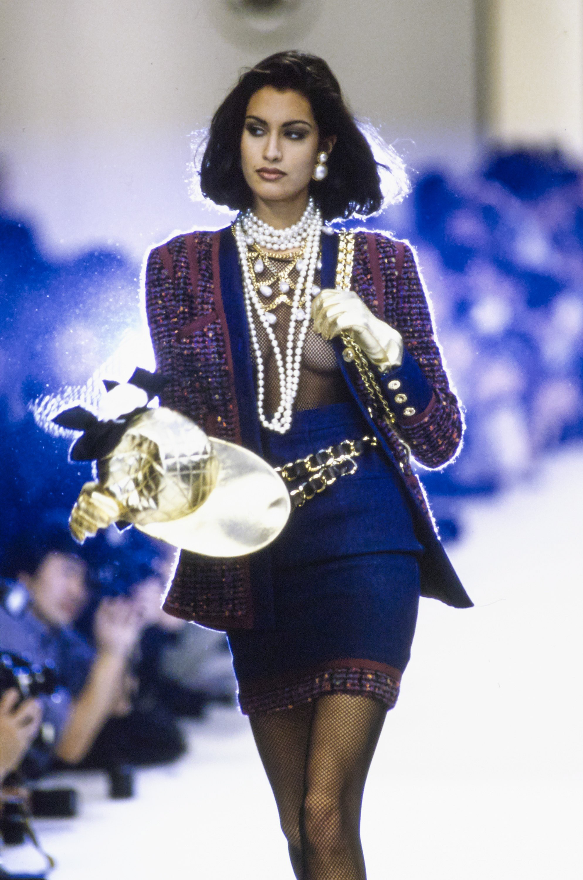 chanel in the '90s - chanel-fall-1991-ready-to-wear-details-CN10052964-yasmeen-ghauri (1)
