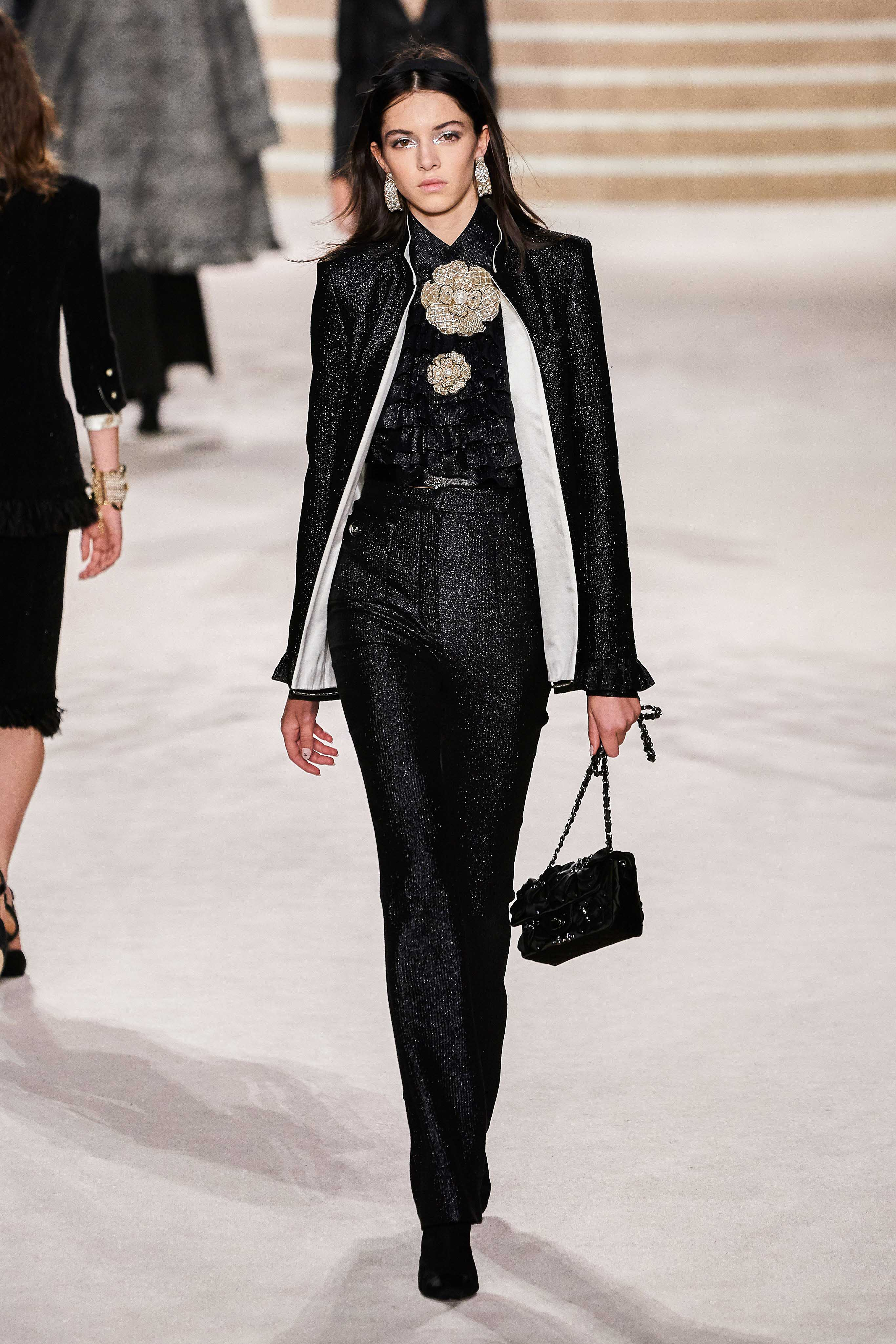 Chanel Pre fall 2020 Lookbook trends runway coverage Ready To Wear Vogue Suits women suits