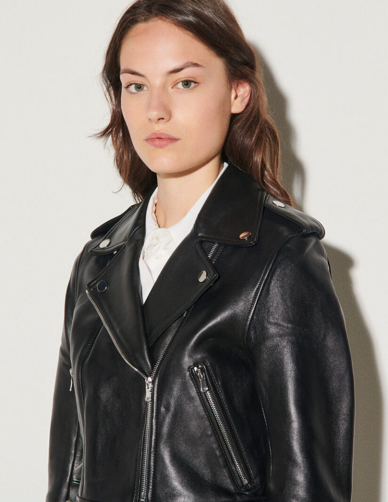 The perfecto: The black leather jacket for women The leather biker jacket is a French staple: timeless and effortless chic! Selection of the best premium leather jackets Sandro. #sandro #blackleatherjacket #womensleatherjacket #wardrobestaples #minimalstyle #effortlesschic #frenchgirlstyle #lestylealafrancaise #theparisguru #leatherjacket #womenswear #bikerjacket