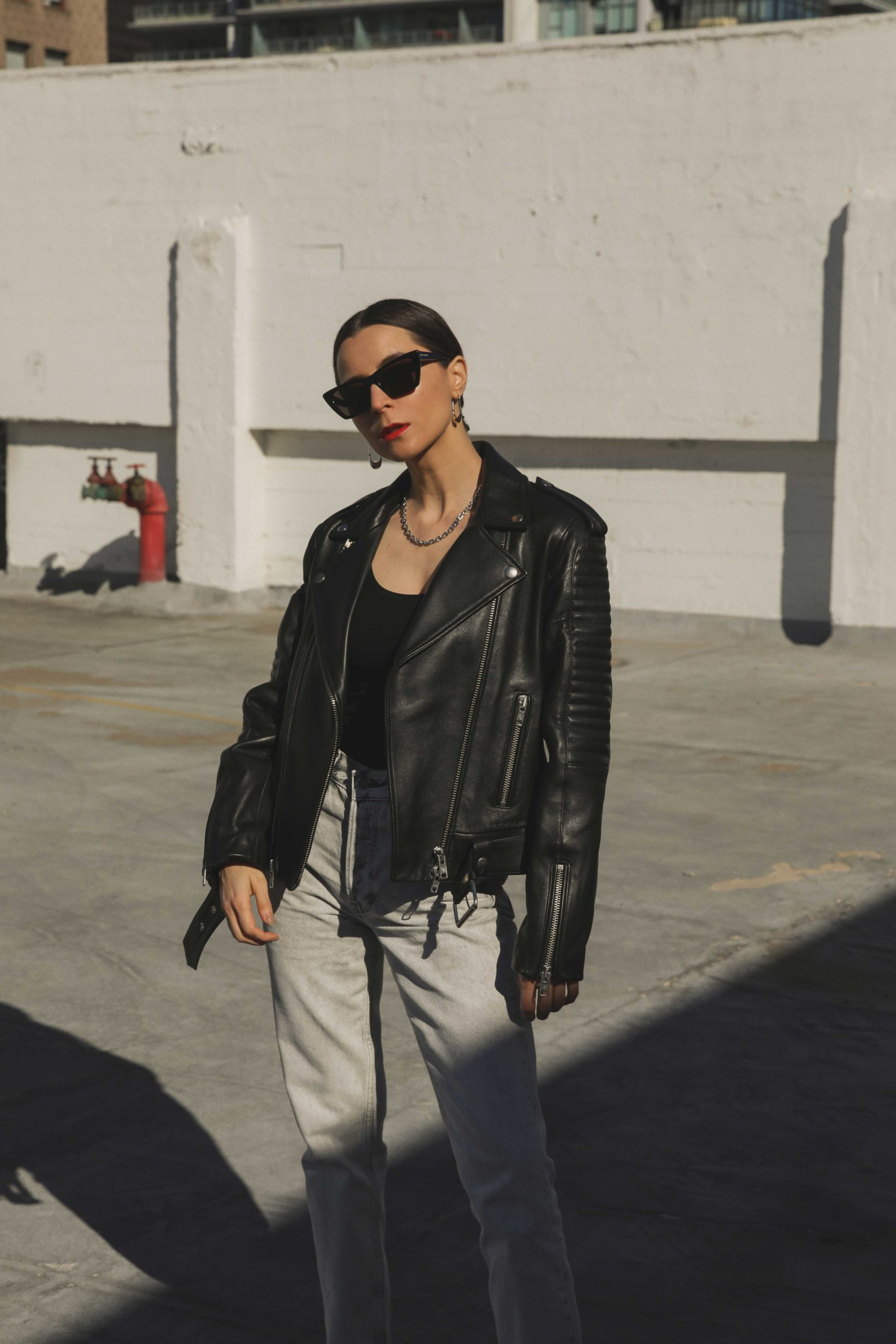The perfecto: The black leather jacket for women The leather biker jacket is a French staple: timeless and effortless chic! Selection of the best premium leather jackets Anine Bing cassidy denim jeans brenda powder grey julia comil
