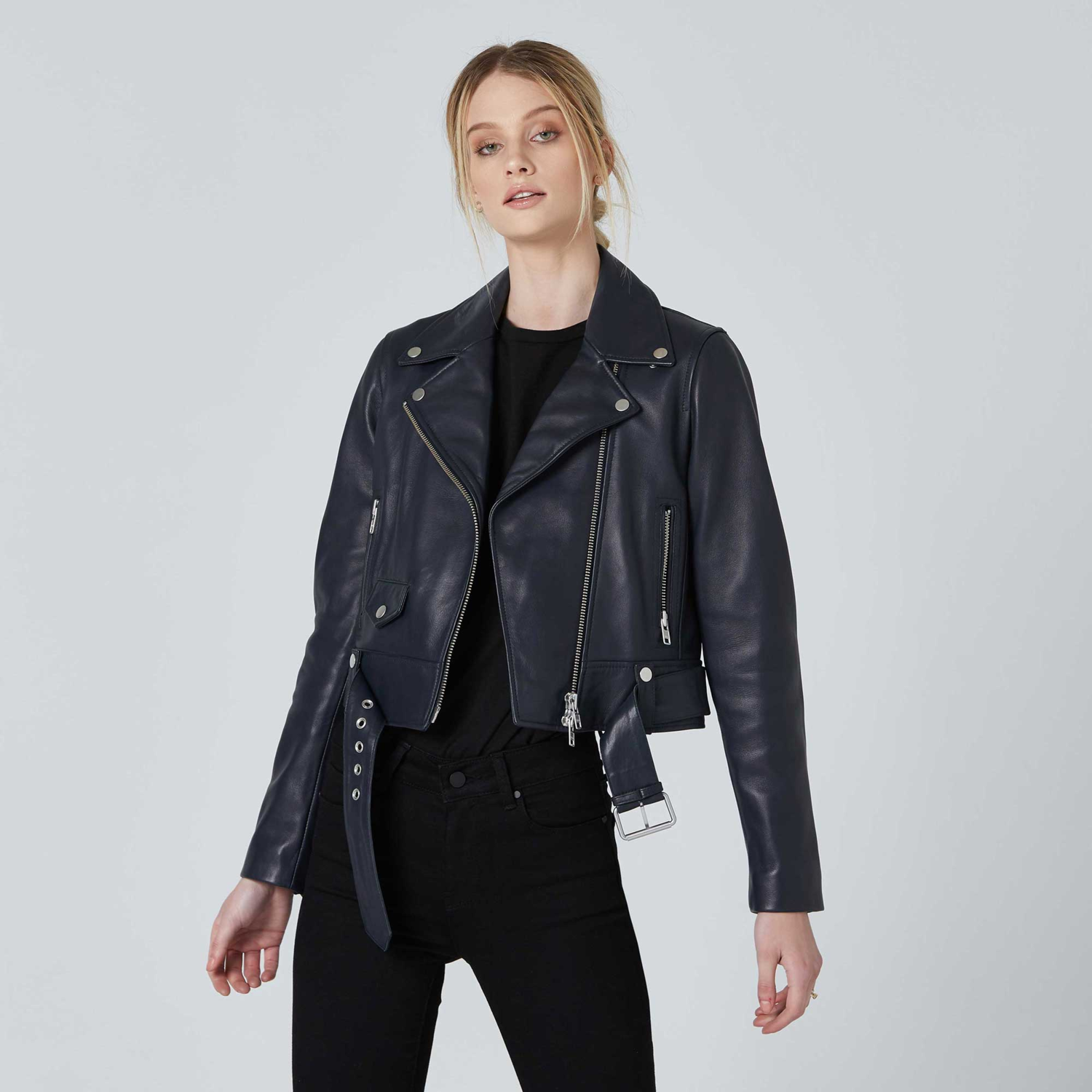 The perfect woman leather jacket ! The leather biker jacket is a French staple: timeless and effortless chic! Selection of the best premium leather jacket at an affordable price - dstld 20% off coupon code womens-leather-biker-jacket-in-blue-product