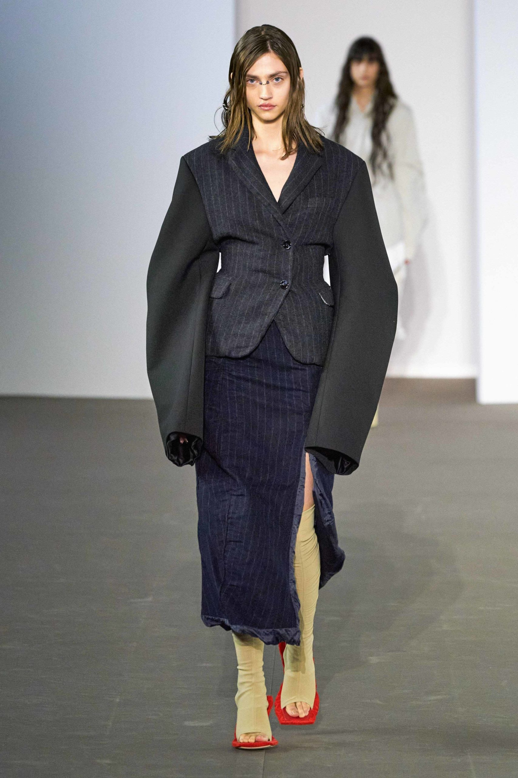 Acne Studios Fall Winter 2020 trends runway coverage Ready To Wear Vogue oversized manche bold sleeves