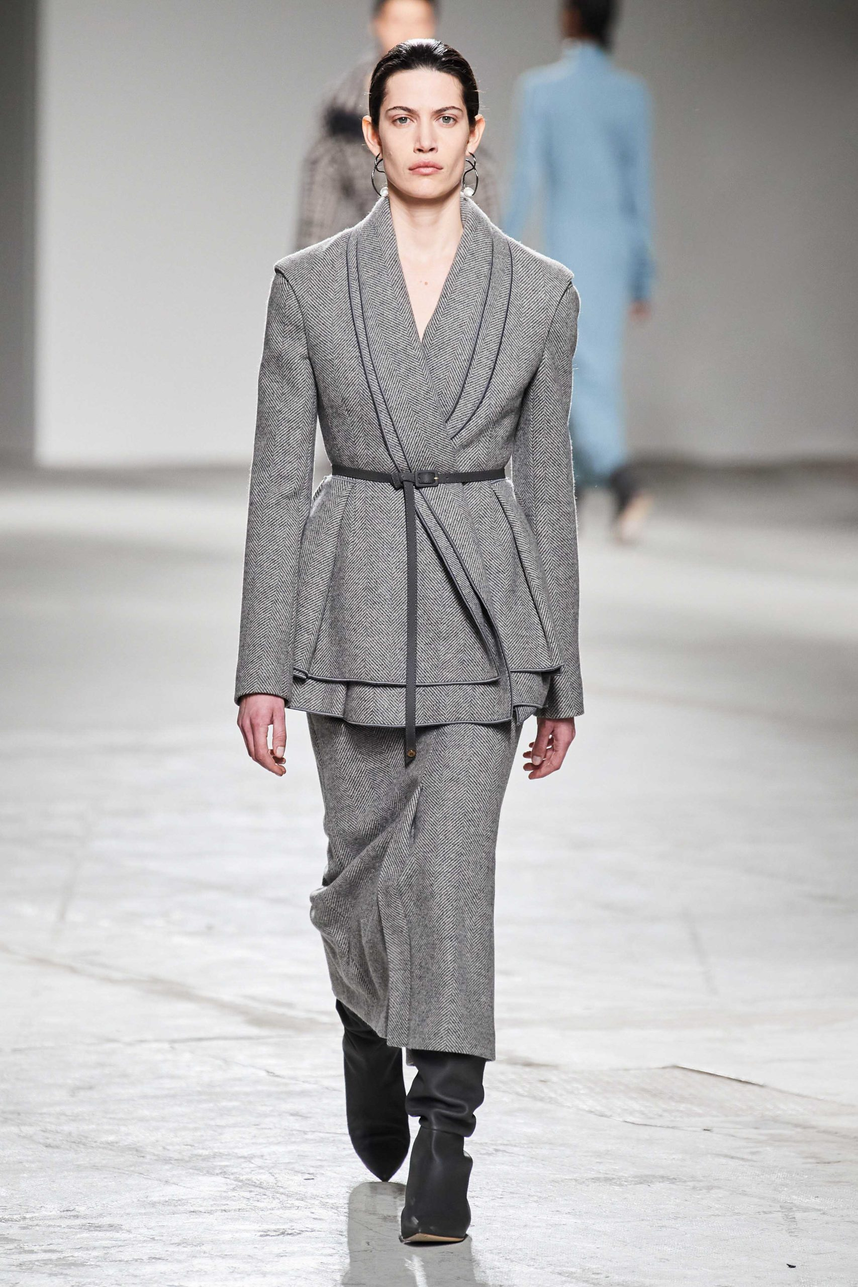 Agnona Fall Winter 2020 trends runway coverage Ready To Wear Vogue grey skirt suit