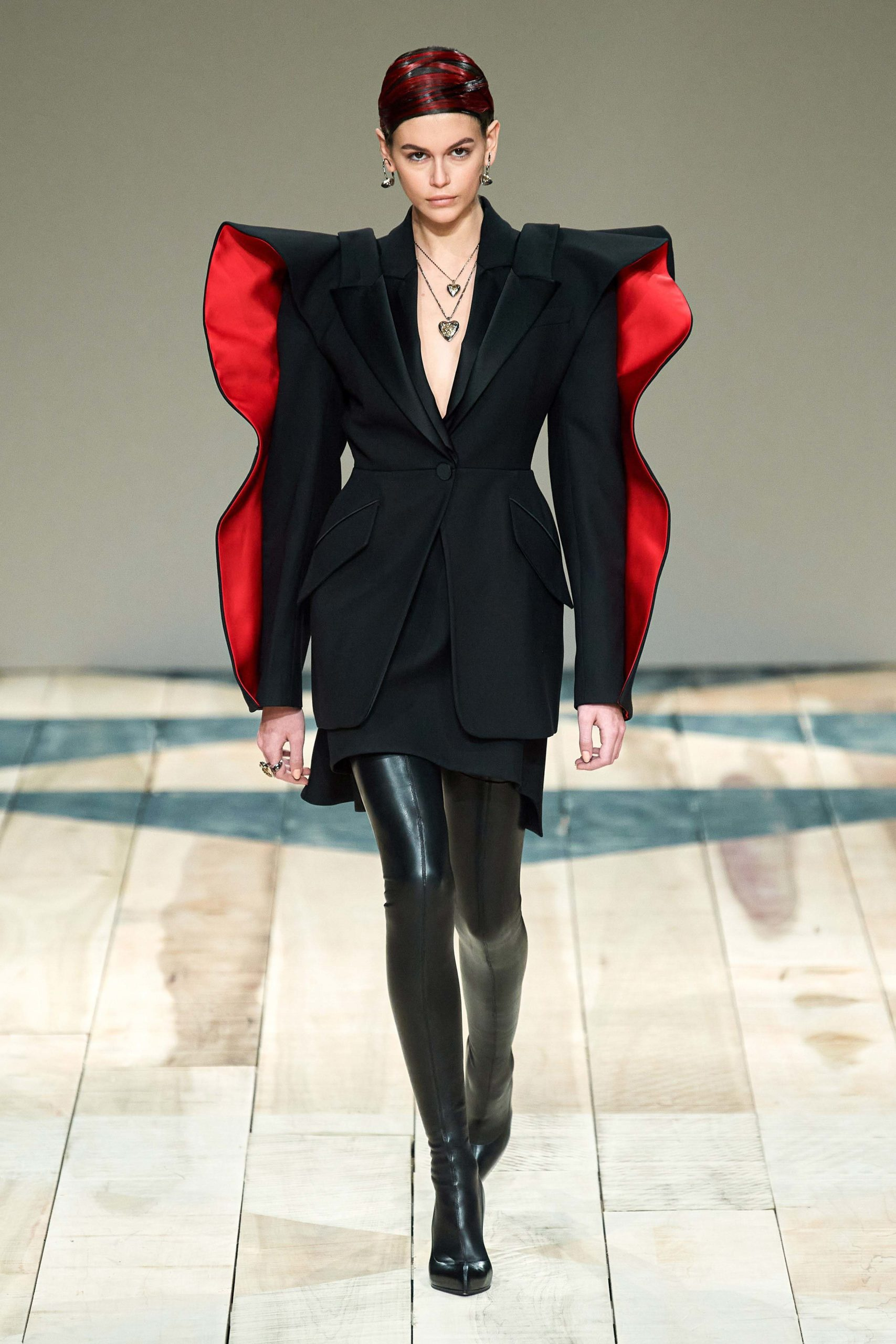 Alexander McQueen Fall 2020 trends runway coverage Ready To Wear Vogue manche bold sleeves
