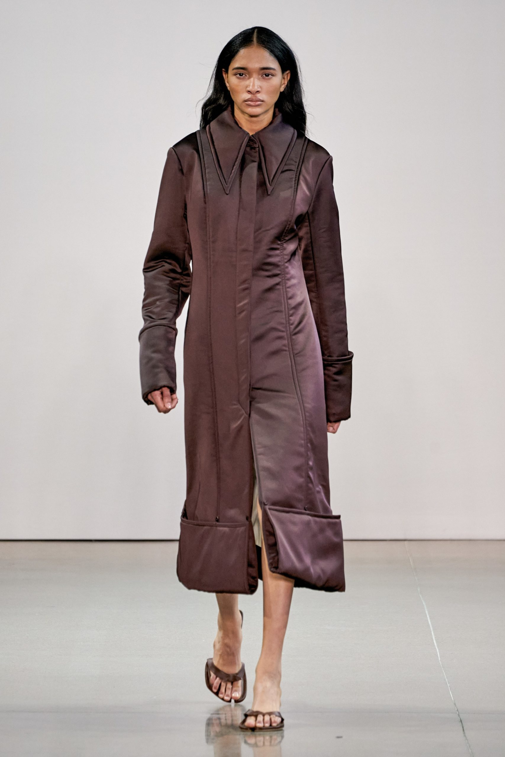 Bevza Fall Winter 2020 trends runway coverage Ready To Wear Vogue long collar aubergine