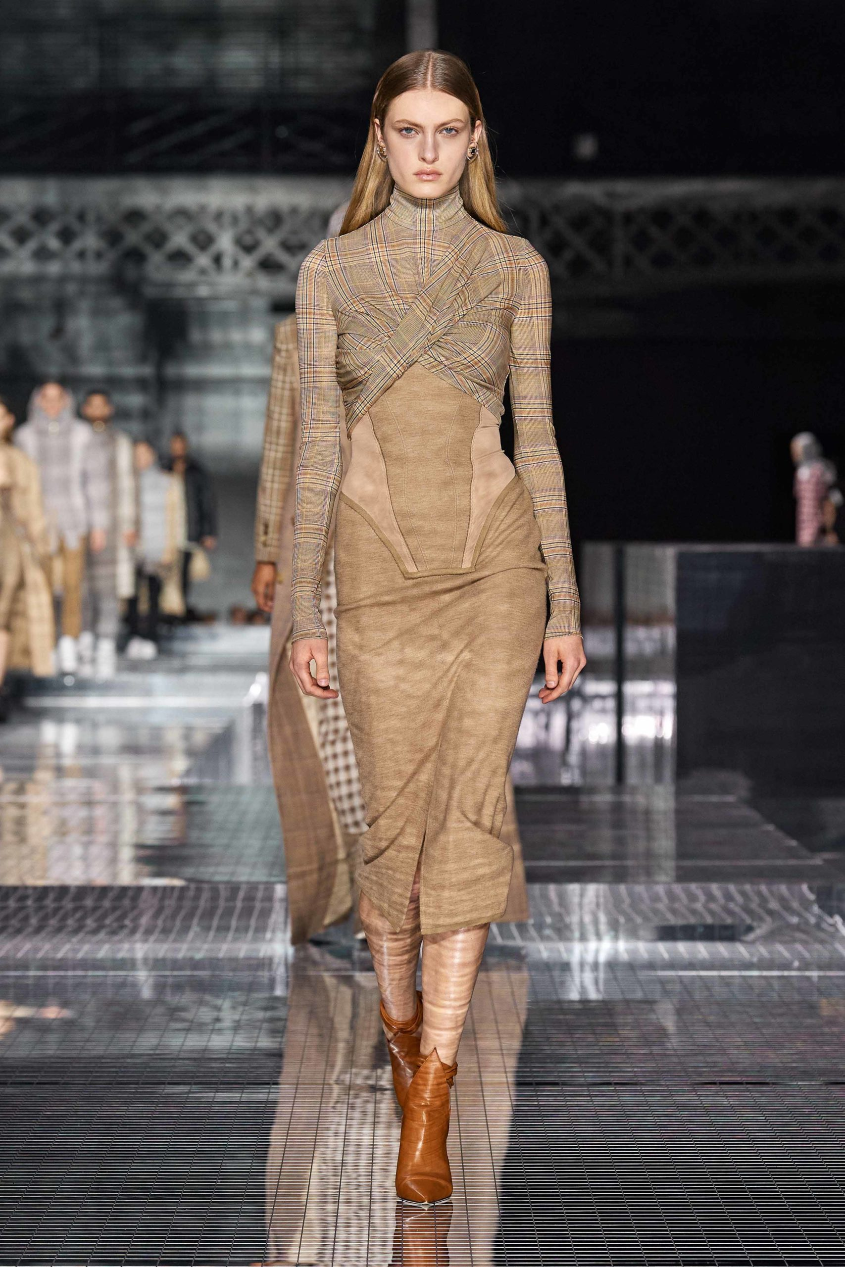 Burberry Fall 2020 trends runway report Ready To Wear Vogue cut out_