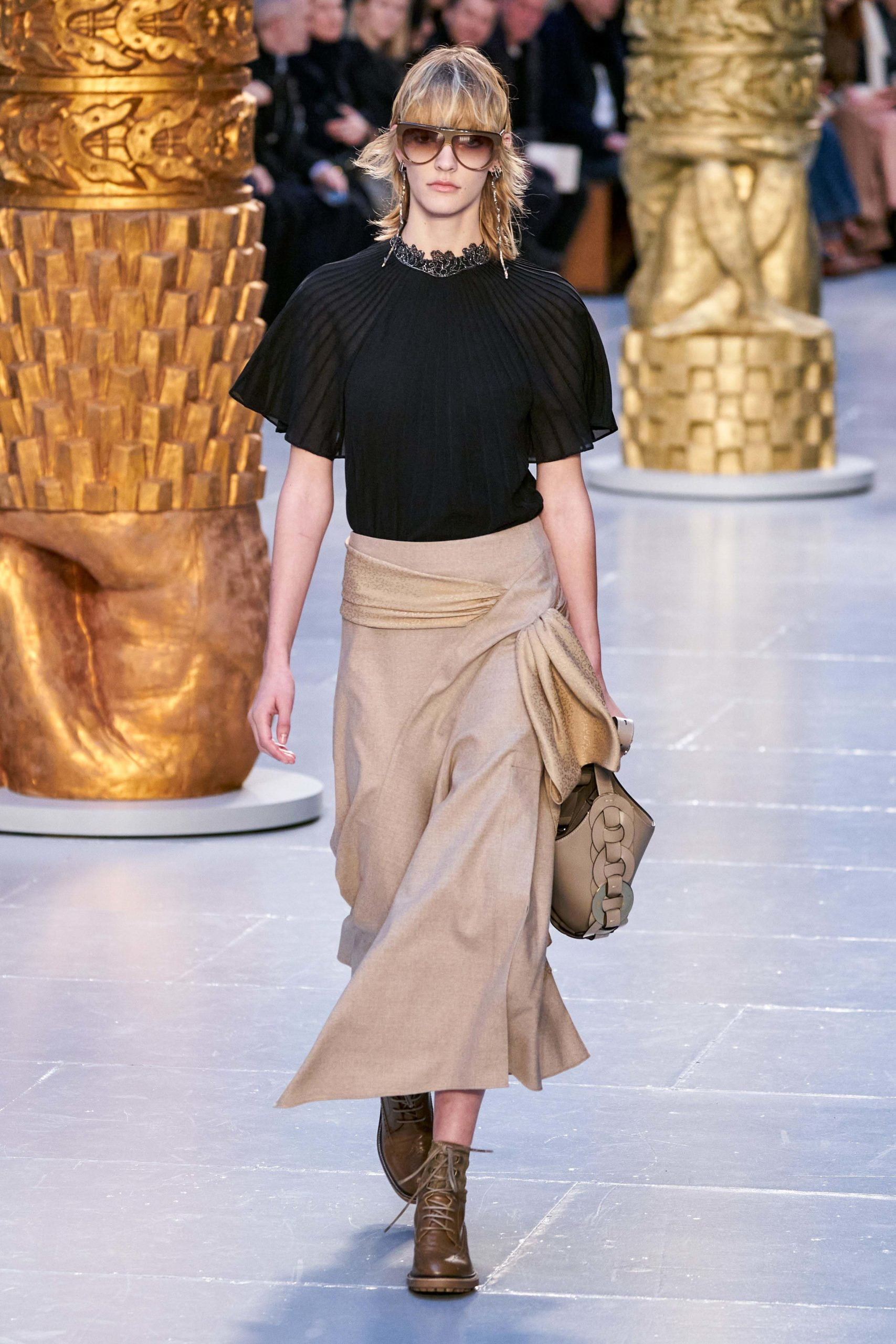 Chloe Fall Winter 2020 trends runway coverage Ready To Wear Vogue tie front