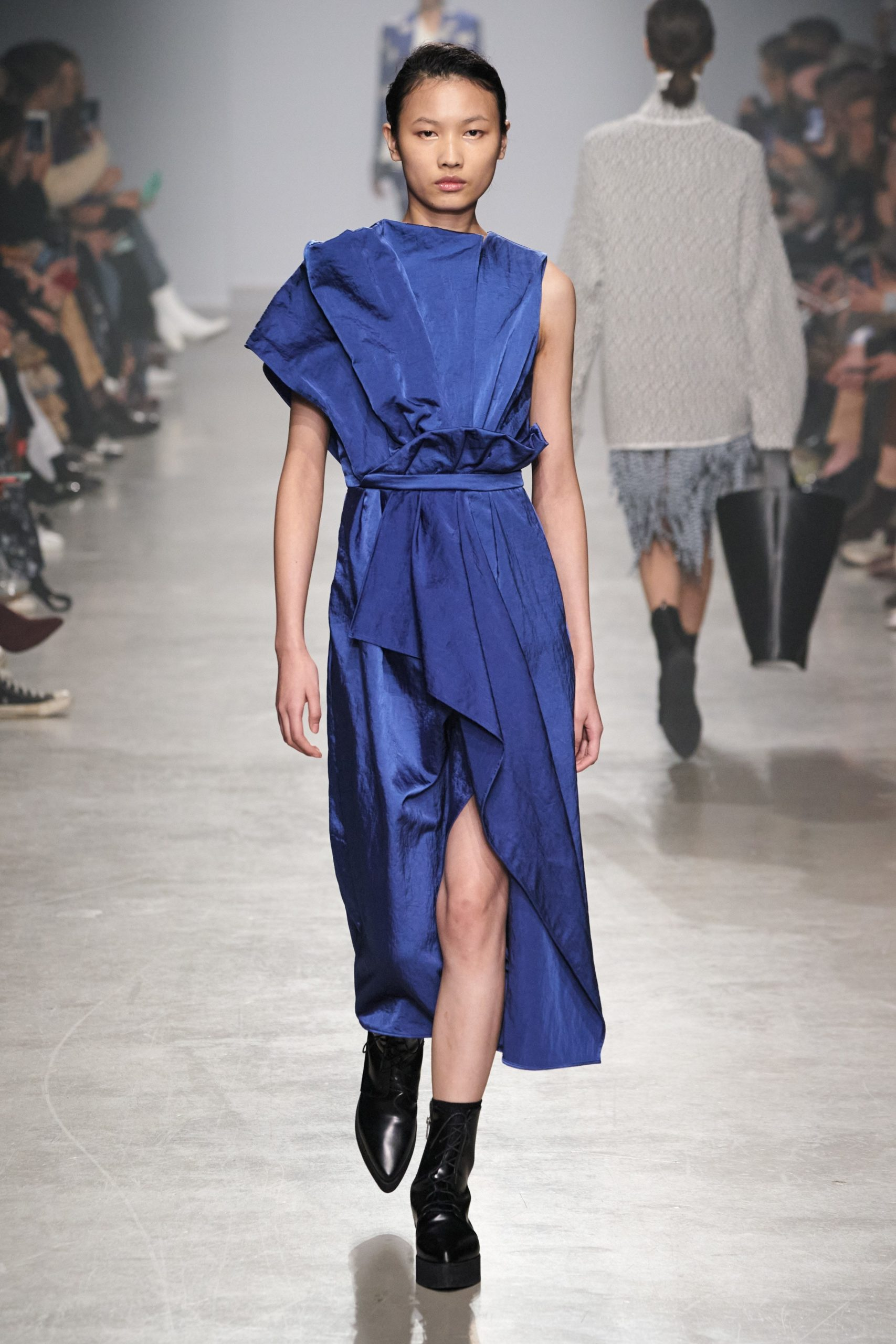 Christian Wijnants Fall Winter 2020 trends runway coverage Ready To Wear Vogue blue monochrome