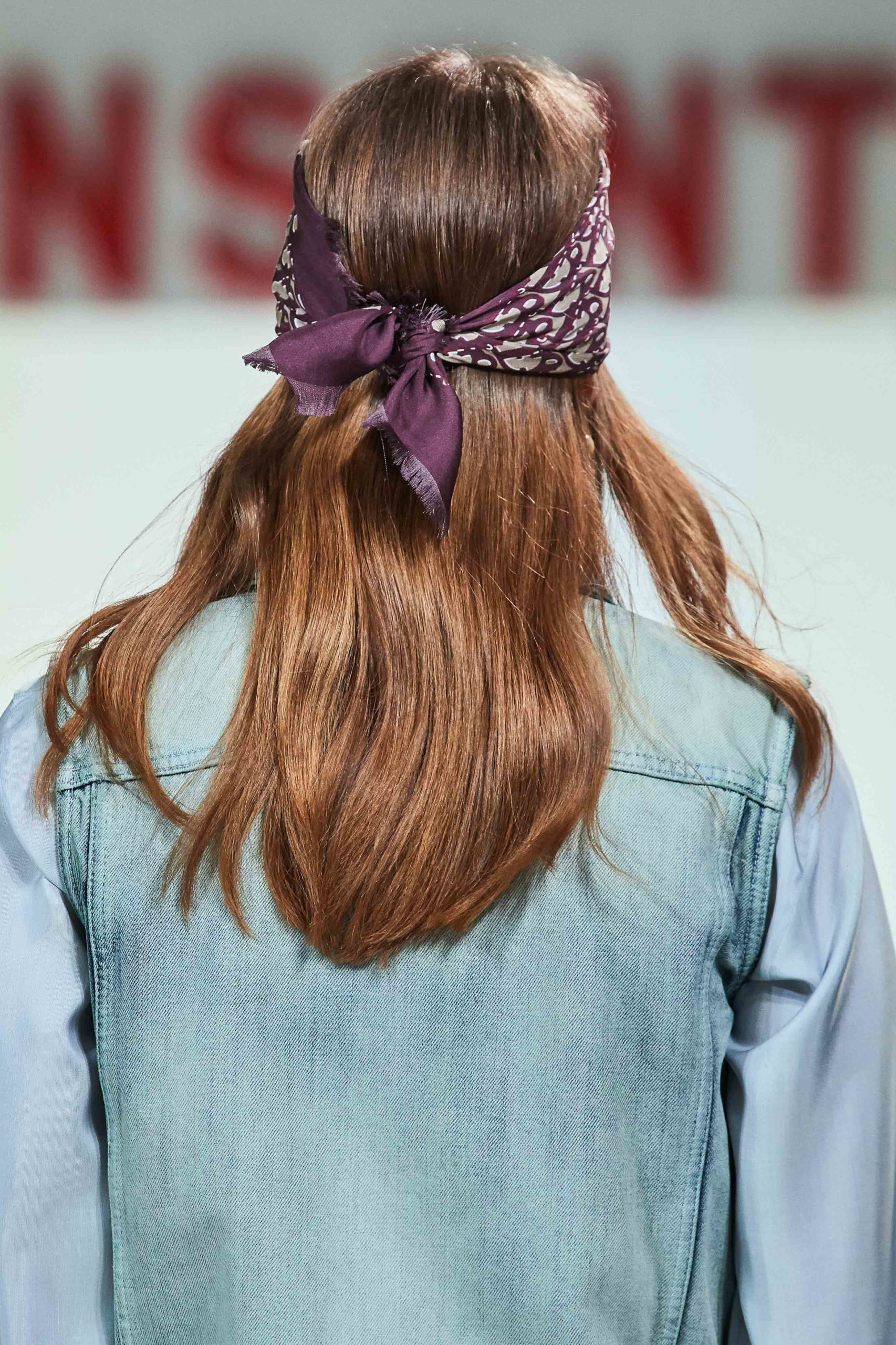 Dior Fall Winter 2020 trends runway coverage Ready To Wear Vogue details scarf 4