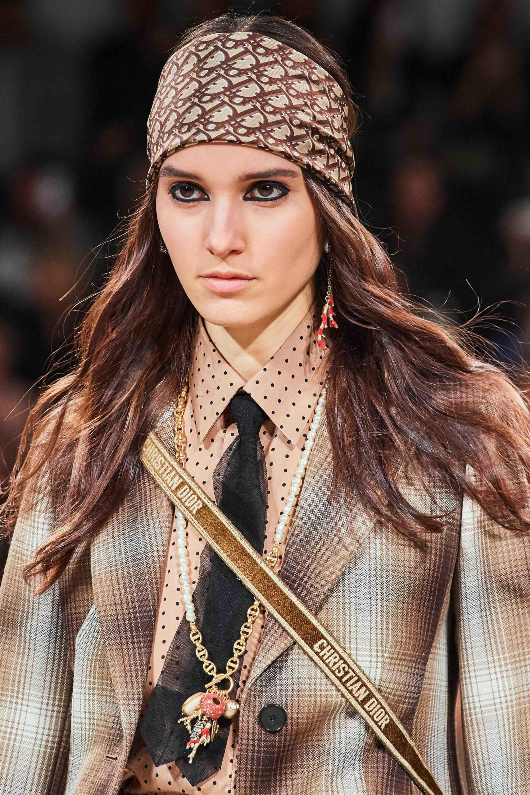 Dior Fall Winter 2020 trends runway coverage Ready To Wear Vogue details scarf