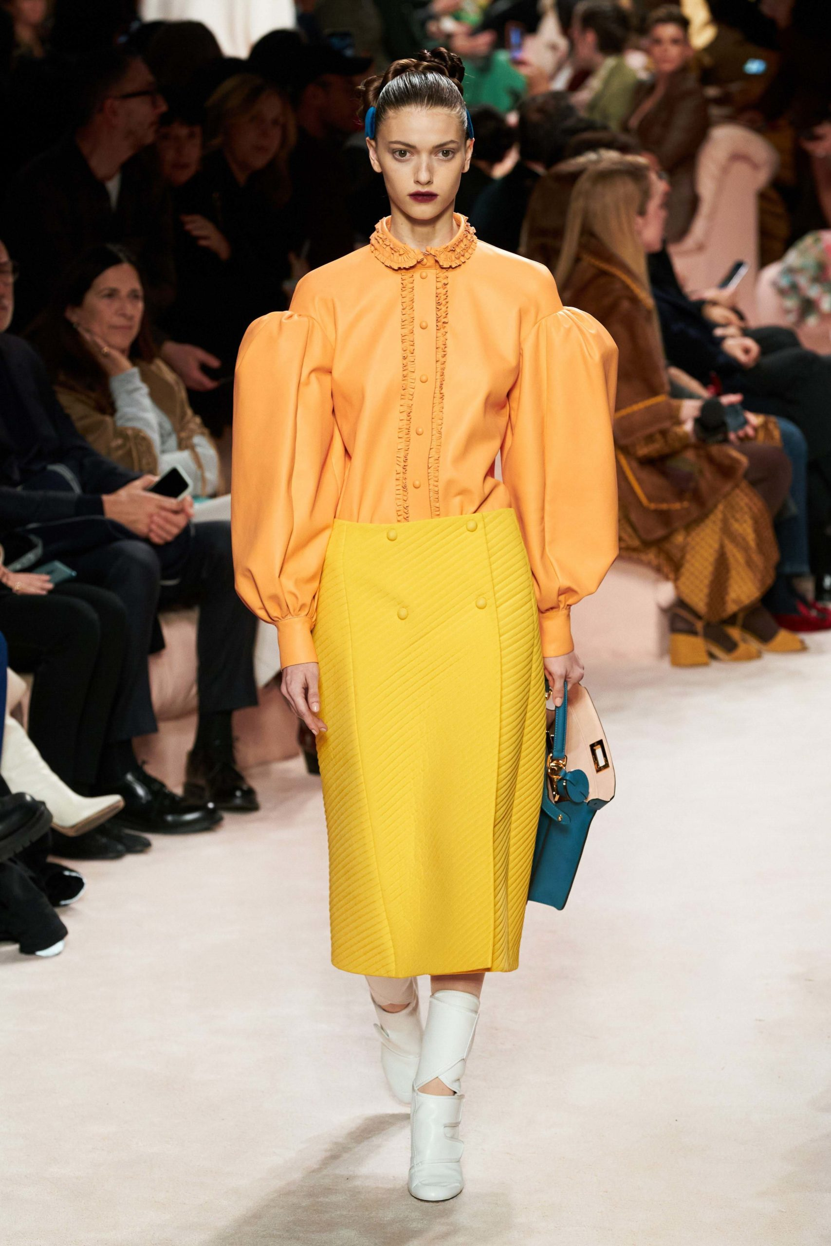 Fendi Fall 2020 trends runway report Ready To Wear Vogue look manche 2 bold sleeves
